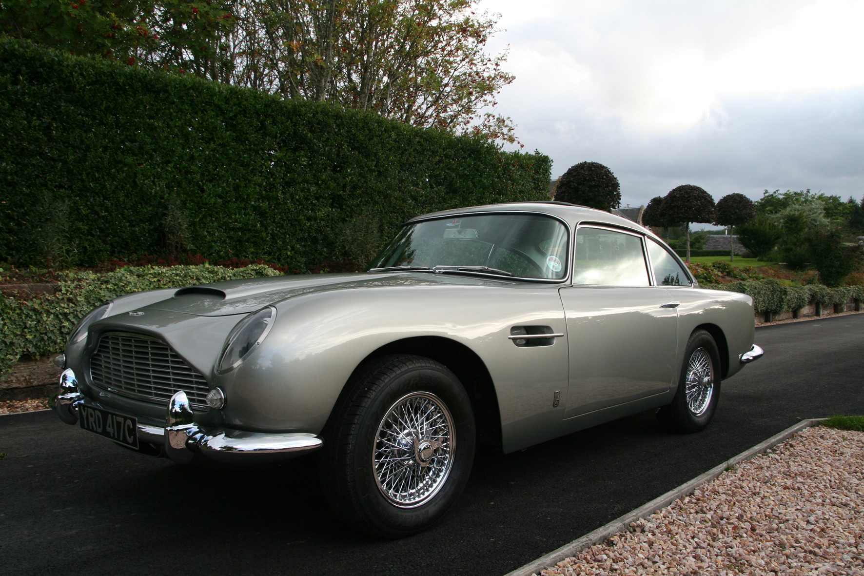 Classic Aston Martin Db5 Iconic Jaguars Up For Auction