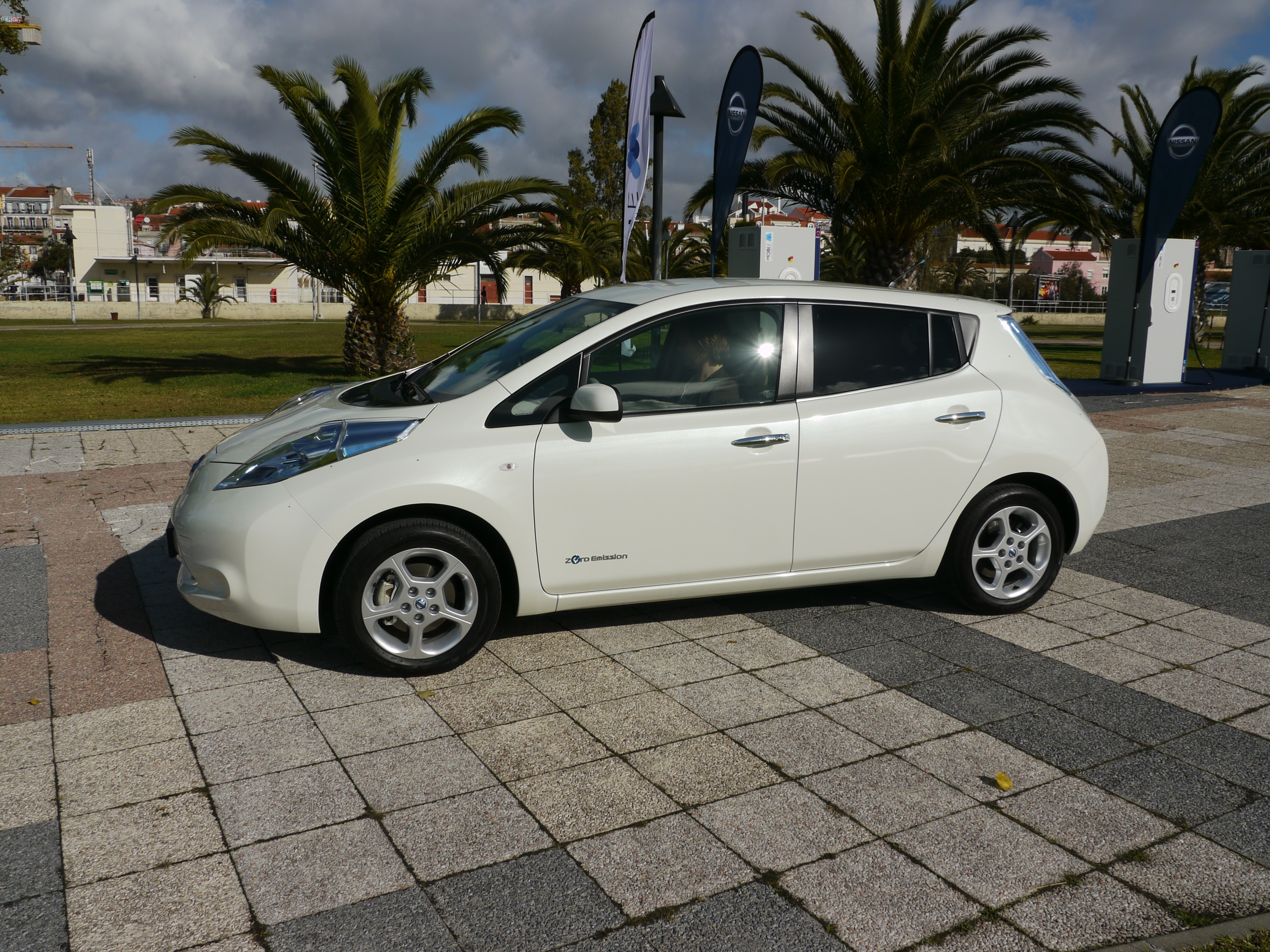 How To Keep Your Nissan Leaf S Battery Pack Happy In Hot