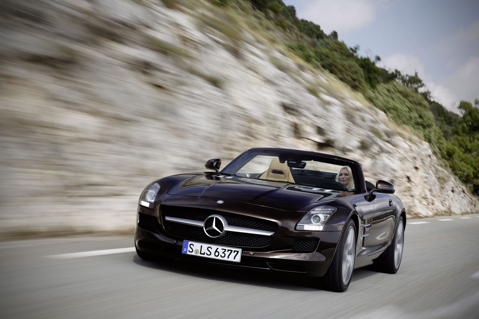 2013 mercedes sls roadster driven audi r18 long tail for Mercedes benz tysons hours