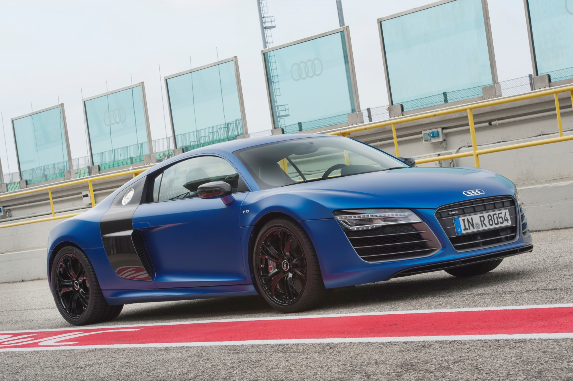 new and used audi r8 prices photos reviews specs the autos post. Black Bedroom Furniture Sets. Home Design Ideas
