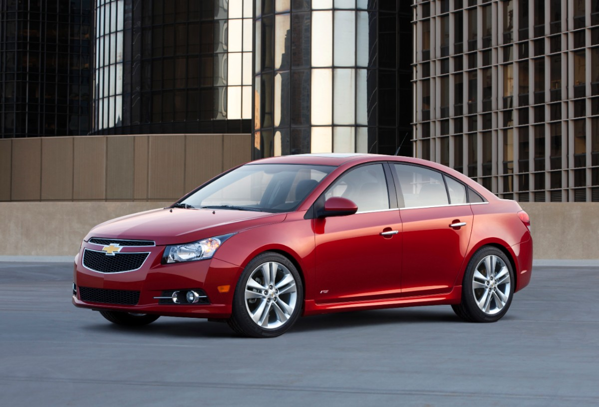 2013 chevrolet cruze chevy review ratings specs prices and