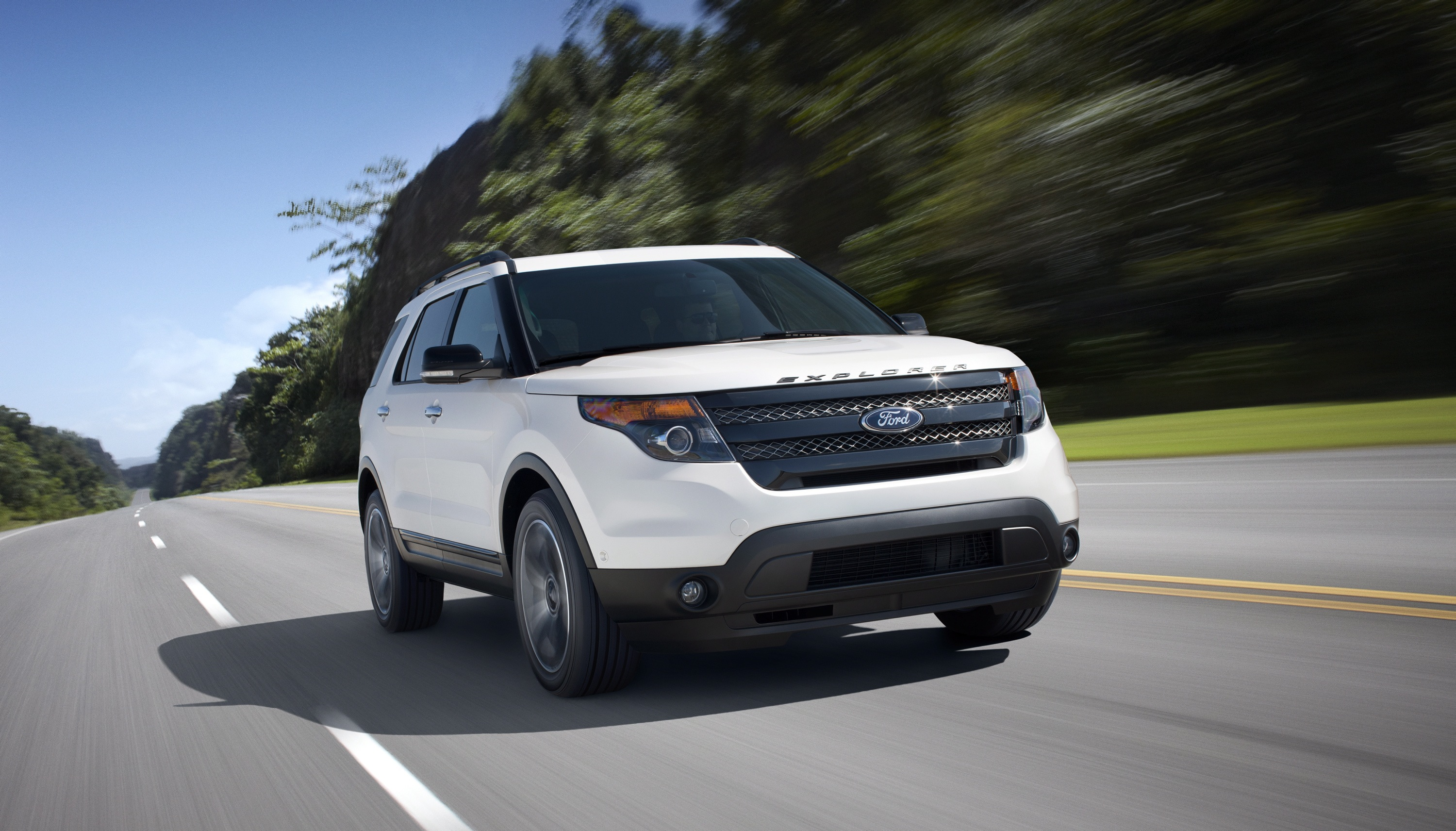 2013 ford explorer sport blends performance and fuel economy. Black Bedroom Furniture Sets. Home Design Ideas