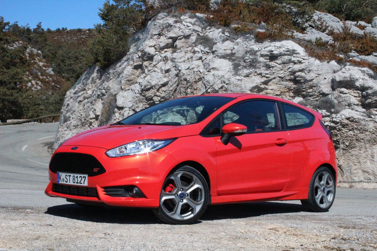 2014 ford fiesta st 35 mpg highway. Black Bedroom Furniture Sets. Home Design Ideas