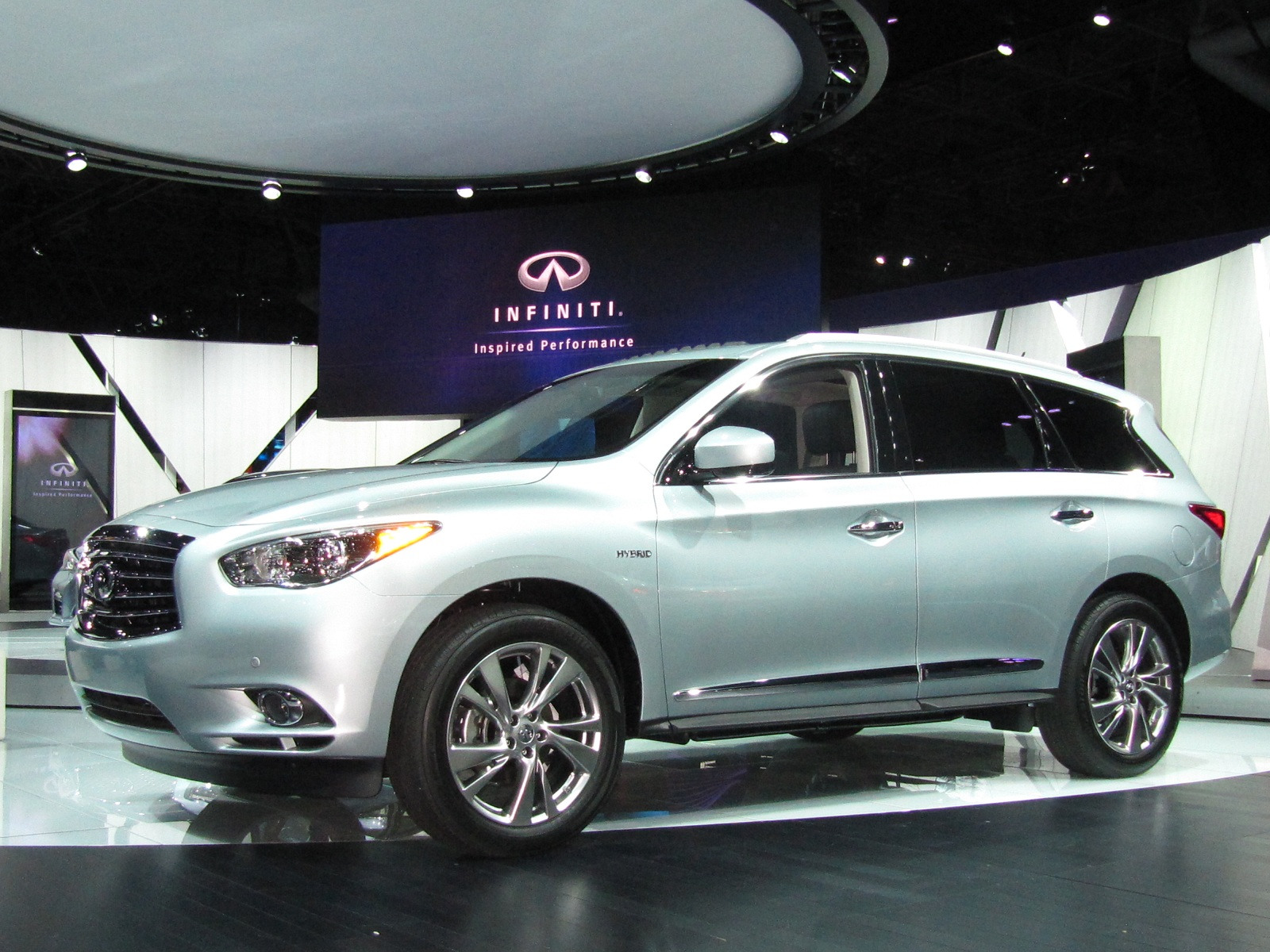 2014 infiniti qx60 hybrid video from new york auto show. Black Bedroom Furniture Sets. Home Design Ideas
