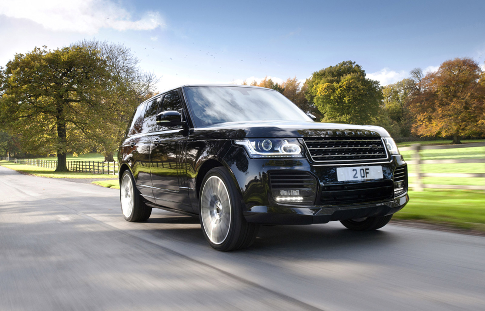 2014 land rover range rover worked over by overfinch. Black Bedroom Furniture Sets. Home Design Ideas