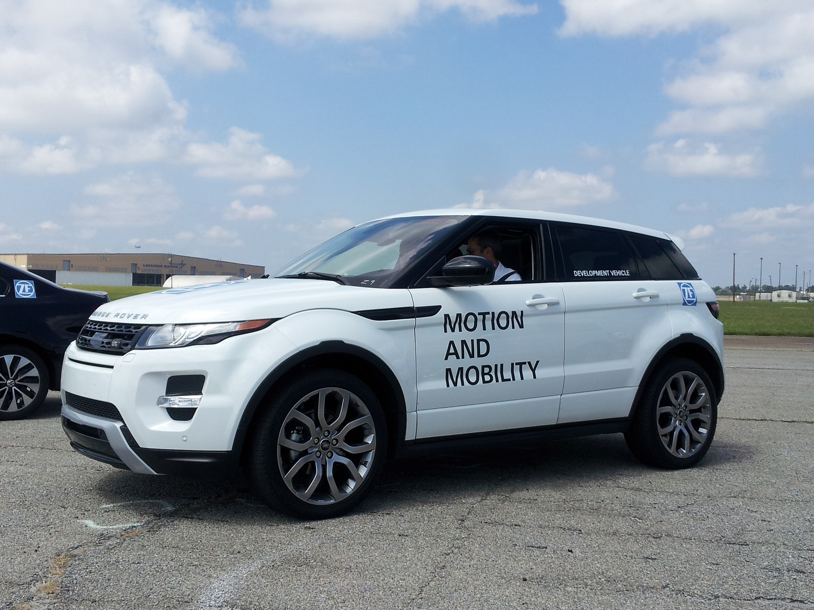 2014 range rover evoque driving the new nine speed automatic. Black Bedroom Furniture Sets. Home Design Ideas