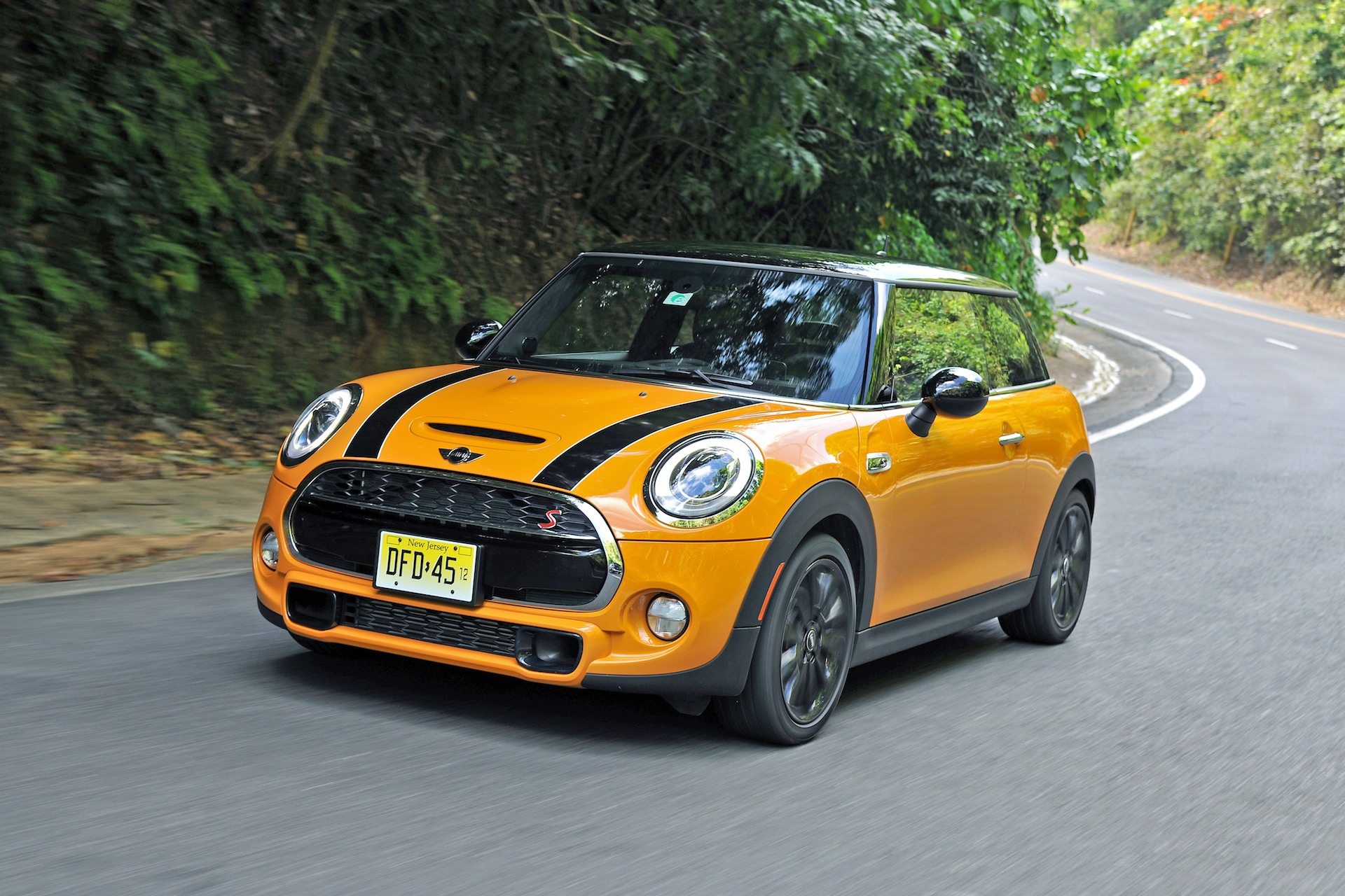 2014 mini cooper first drive. Black Bedroom Furniture Sets. Home Design Ideas