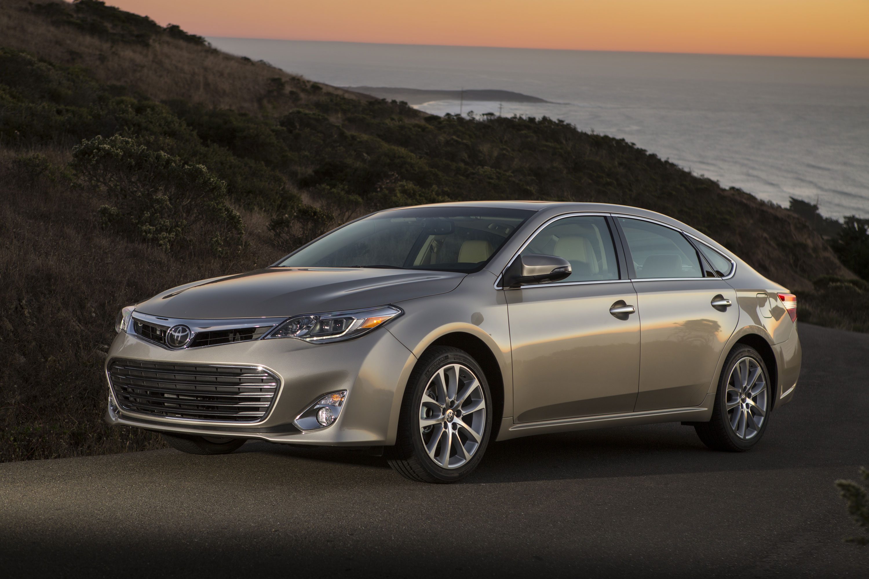 toyota avalon review ratings specs prices    car connection