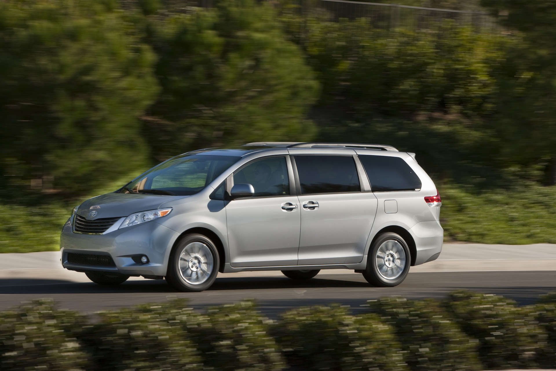 2014 toyota sienna review ratings specs prices and photos the car connection. Black Bedroom Furniture Sets. Home Design Ideas