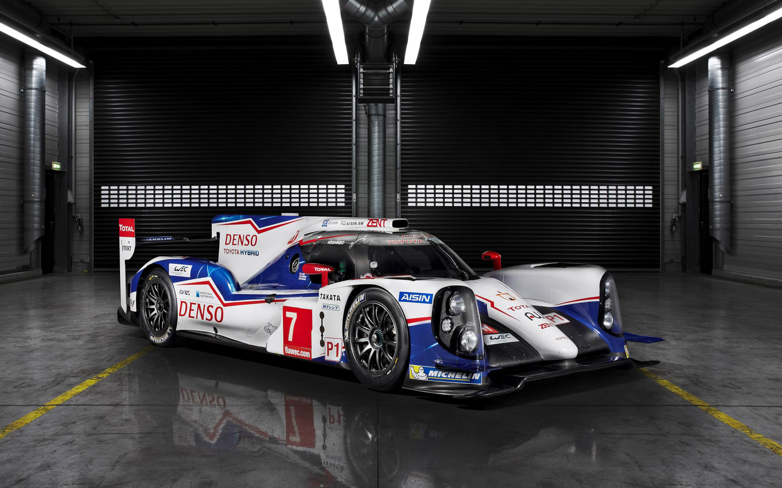 2014 toyota ts040 hybrid le mans prototype revealed video. Black Bedroom Furniture Sets. Home Design Ideas