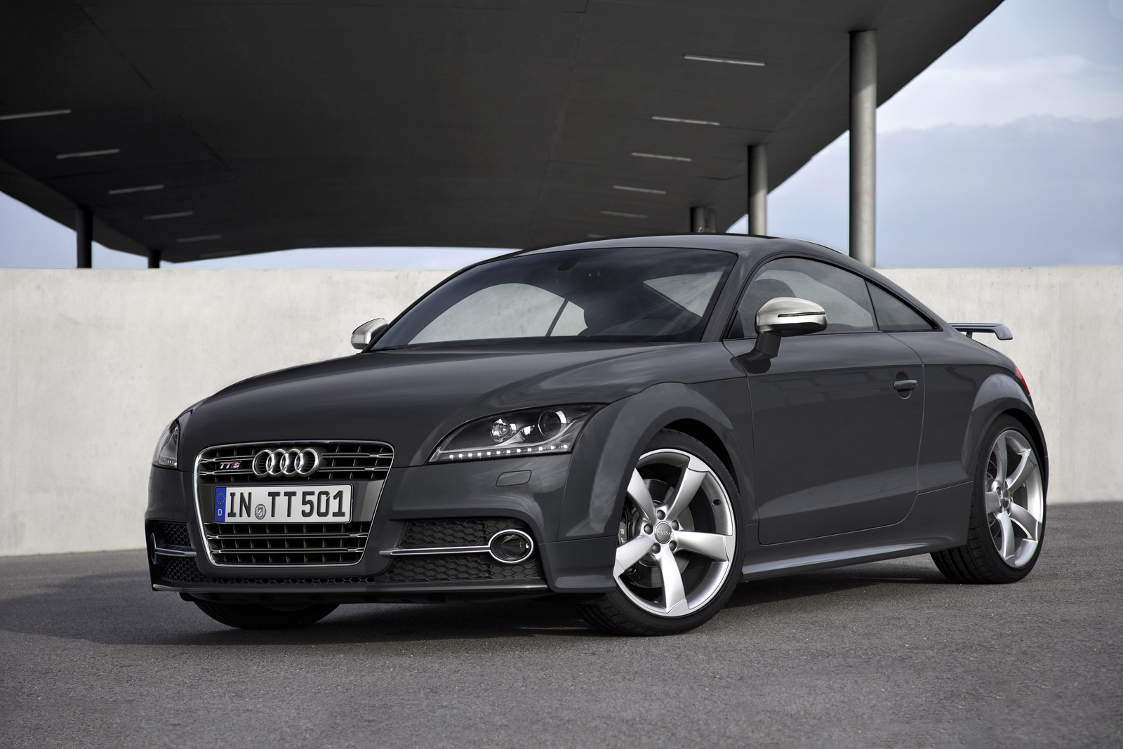 audi sends out second gen tt with some updates for 2015. Black Bedroom Furniture Sets. Home Design Ideas