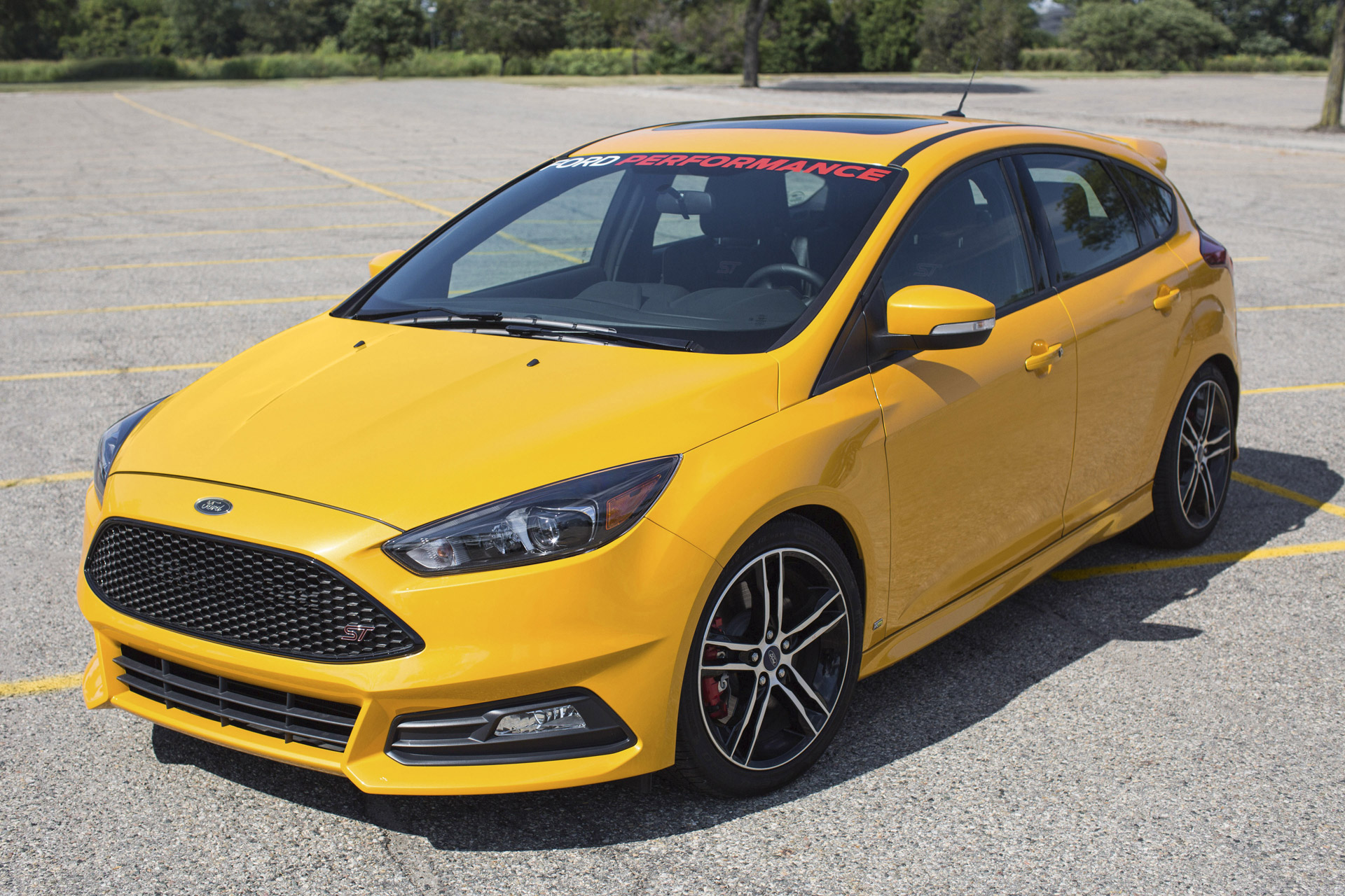 2015 ford focus st equipped with ford performance upgrades. Black Bedroom Furniture Sets. Home Design Ideas