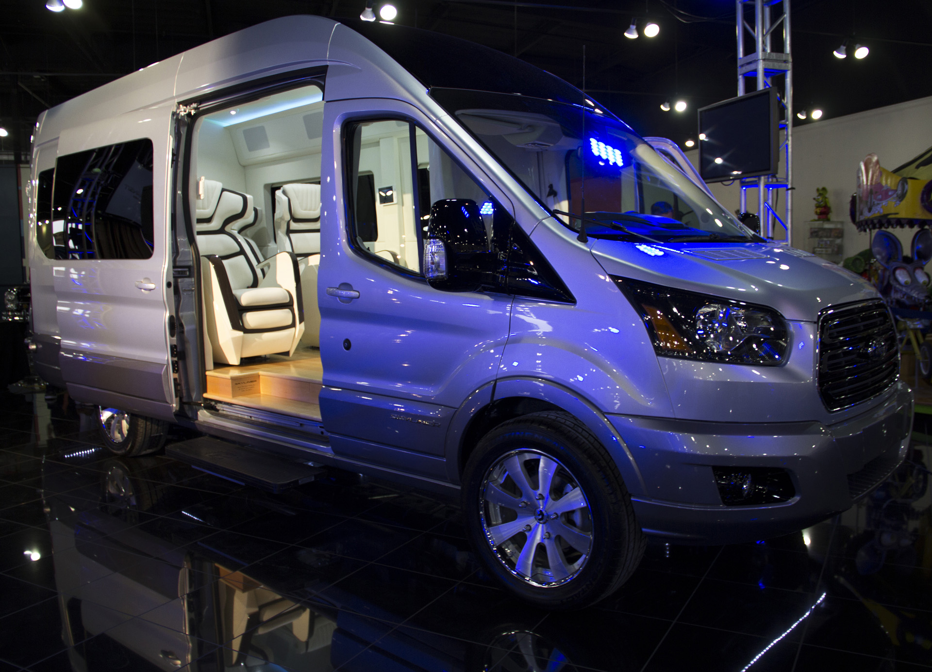 Columbus Auto Show >> Ford Transit Skyliner Concept Is The New York Auto Show's Party Van