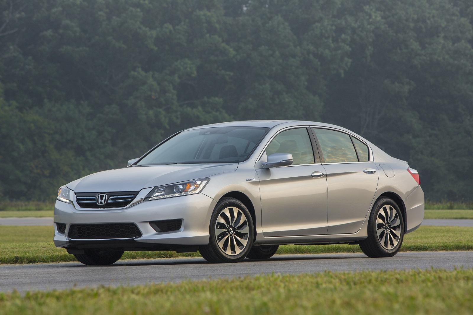 2015 honda accord hybrid review ratings specs prices. Black Bedroom Furniture Sets. Home Design Ideas