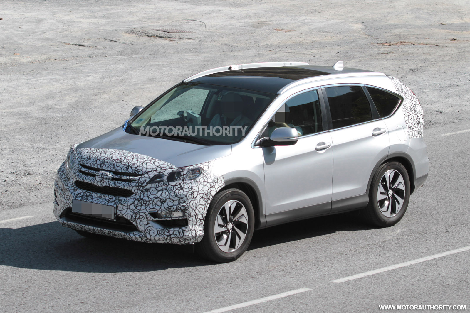 2015-honda-cr-v-spy-shots_100474336_h.jpg
