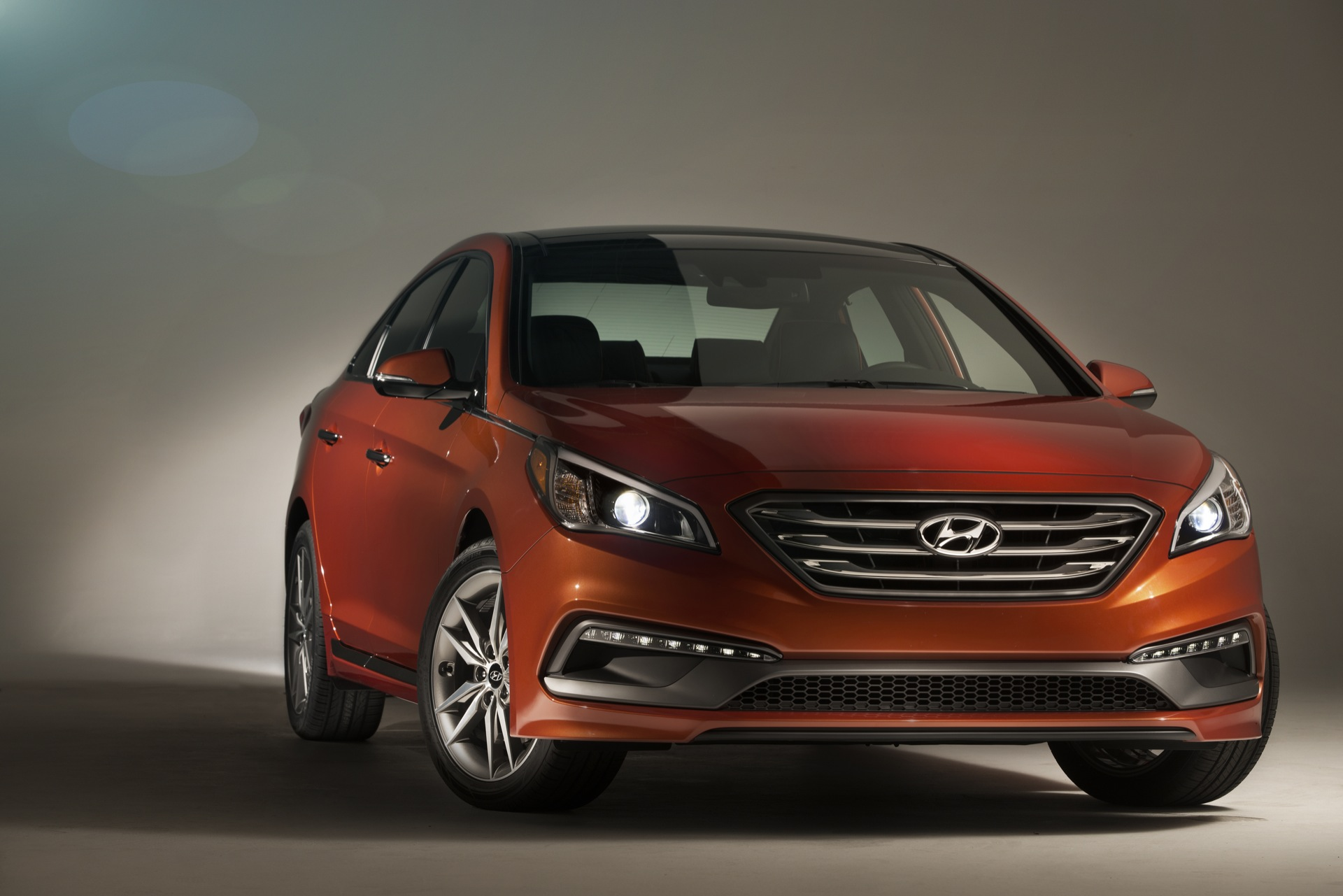 2015 hyundai sonata gets new look lower price. Black Bedroom Furniture Sets. Home Design Ideas