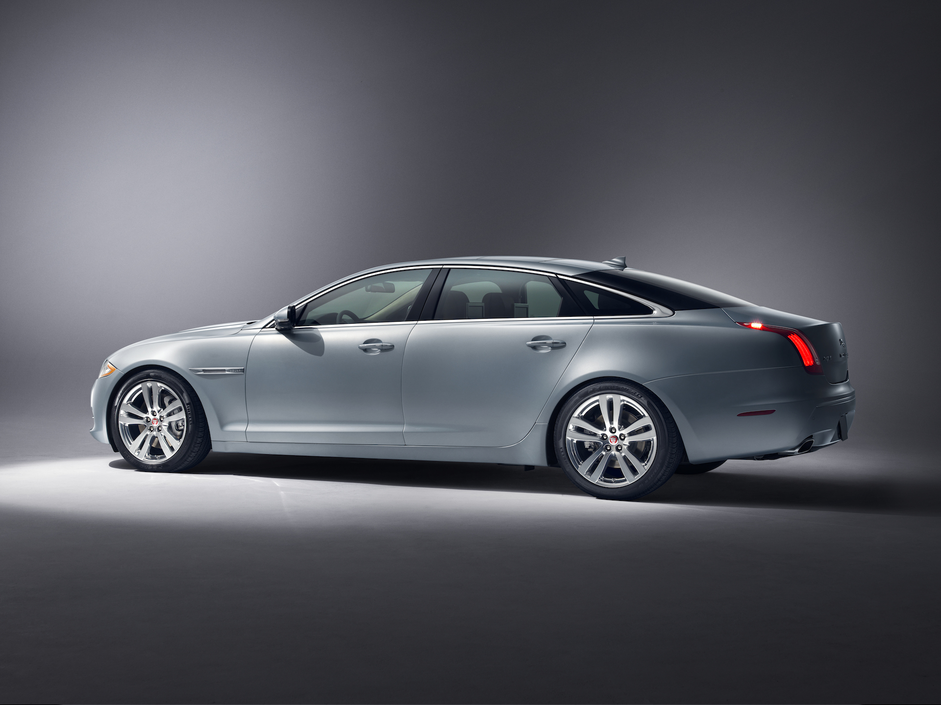 2015 jaguar xj review ratings specs prices and photos the car connection. Black Bedroom Furniture Sets. Home Design Ideas