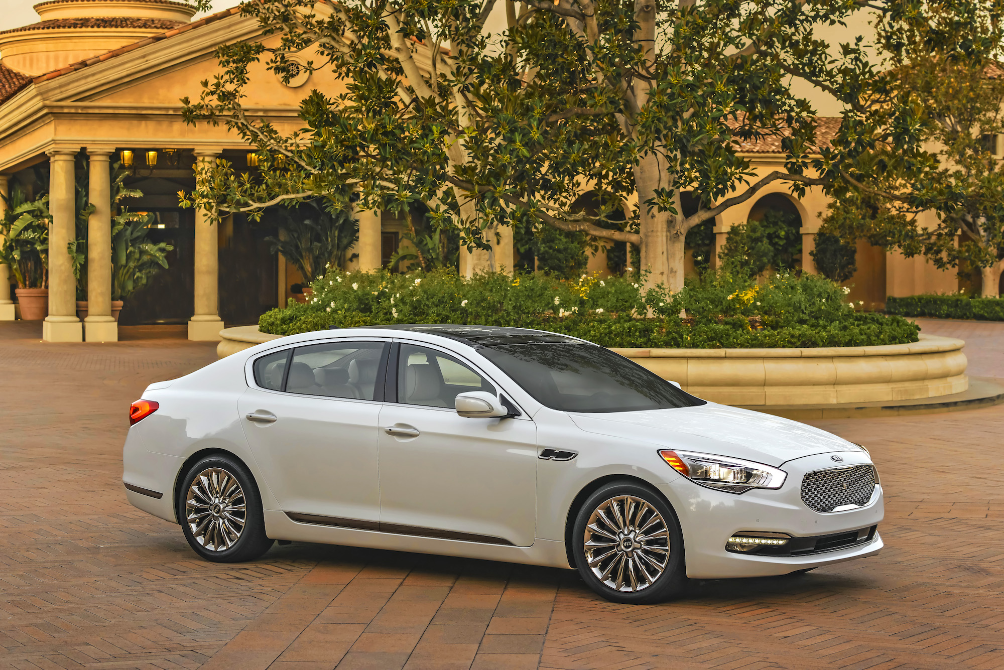 Land Rover Louisville >> 2015 Kia K900 Review, Ratings, Specs, Prices, and Photos ...