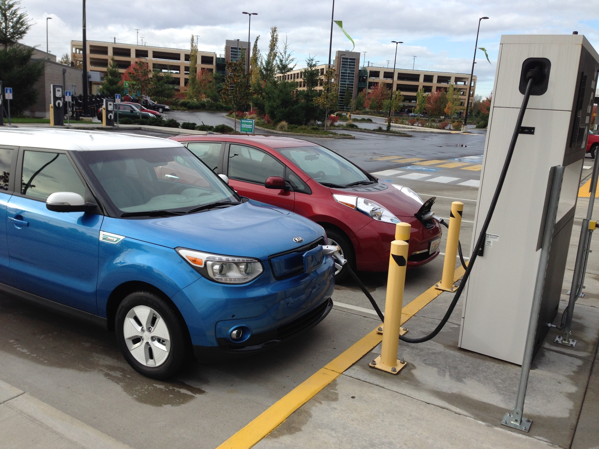 Blink Charging Stations >> Some Electric-Car Public Charging Stations Get Used ...