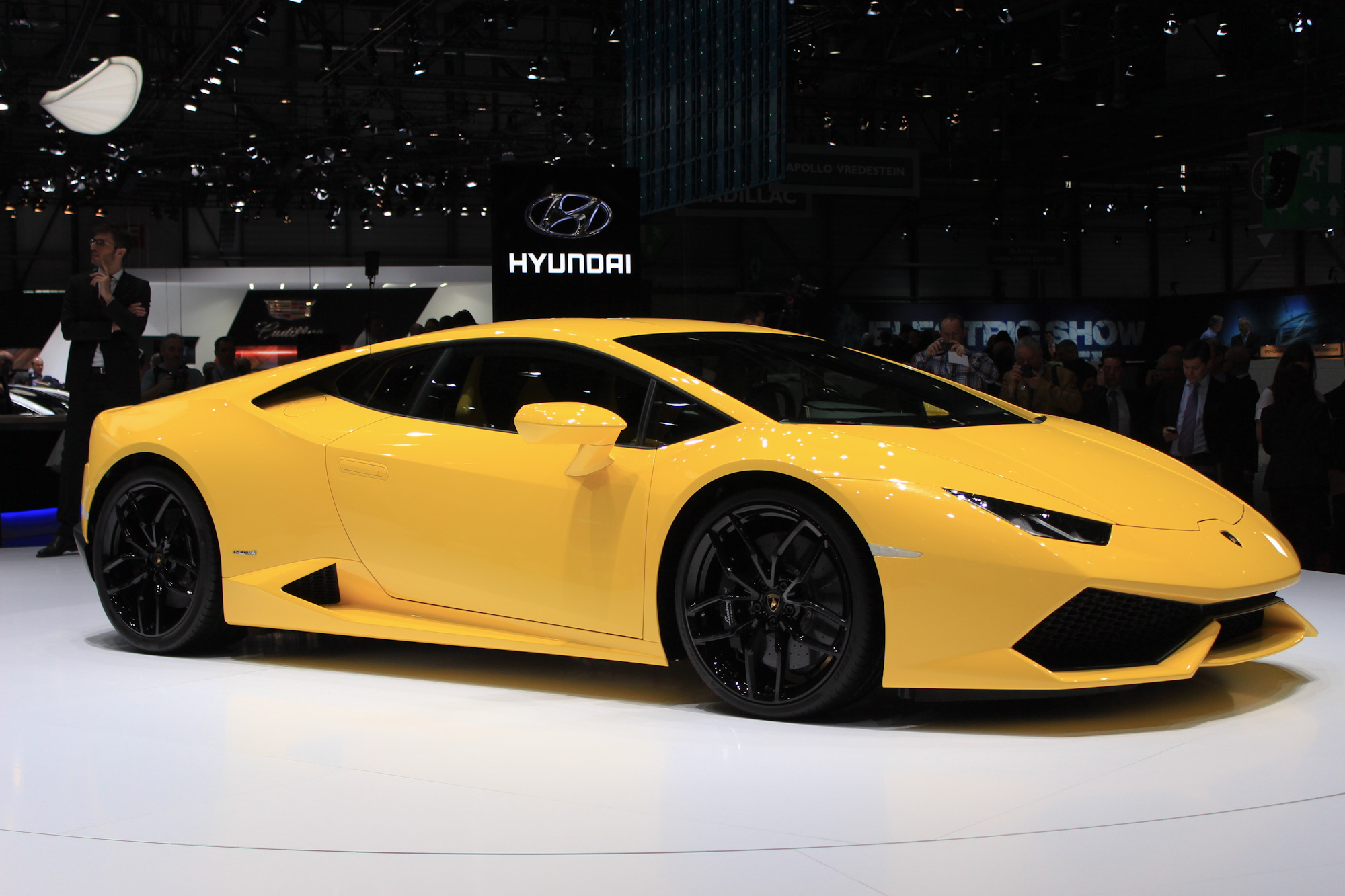 2015 Lamborghini Huracan Review Ratings Specs Prices And Photos The Car Connection