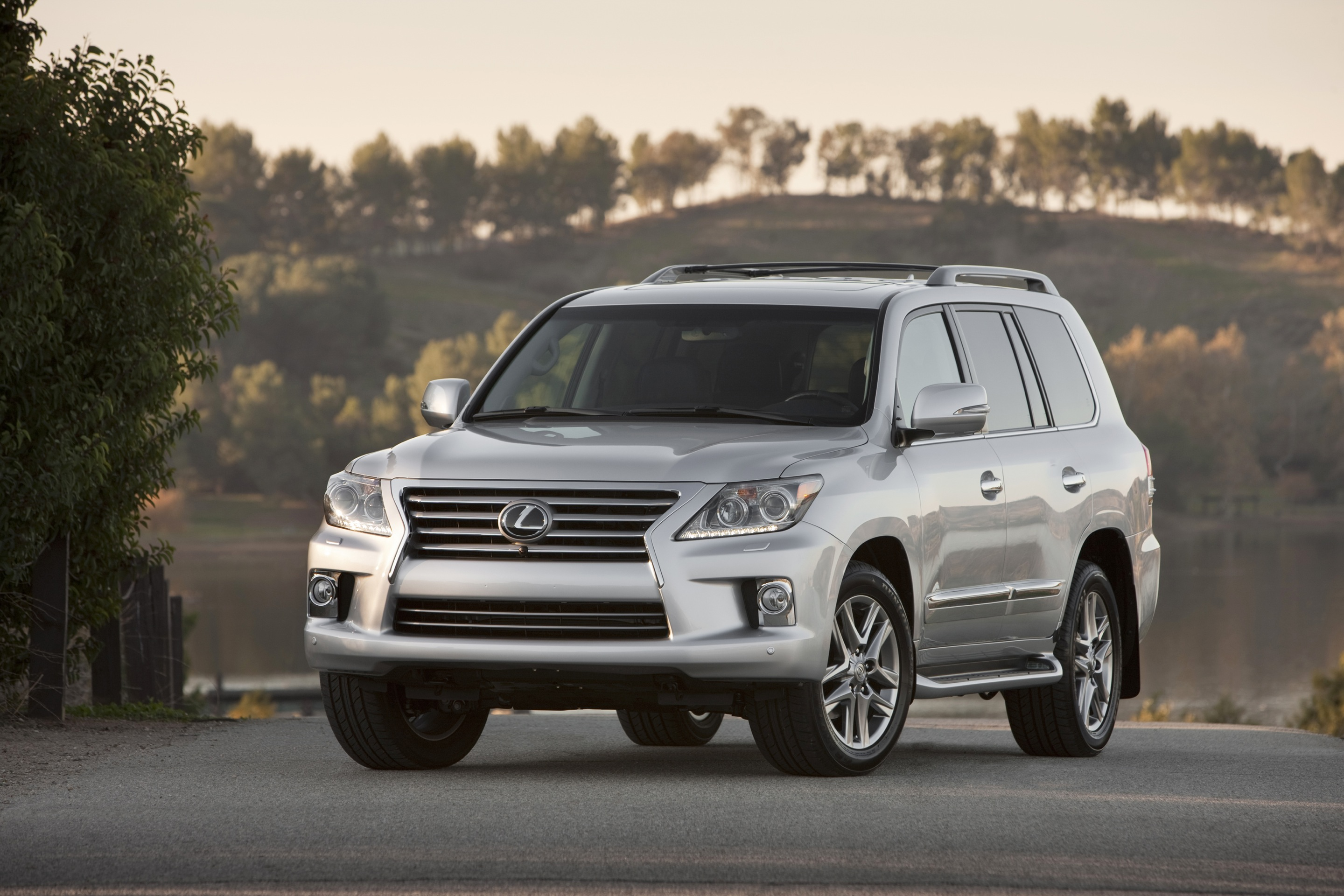 new and used lexus lx 570 prices photos reviews specs the car connection. Black Bedroom Furniture Sets. Home Design Ideas