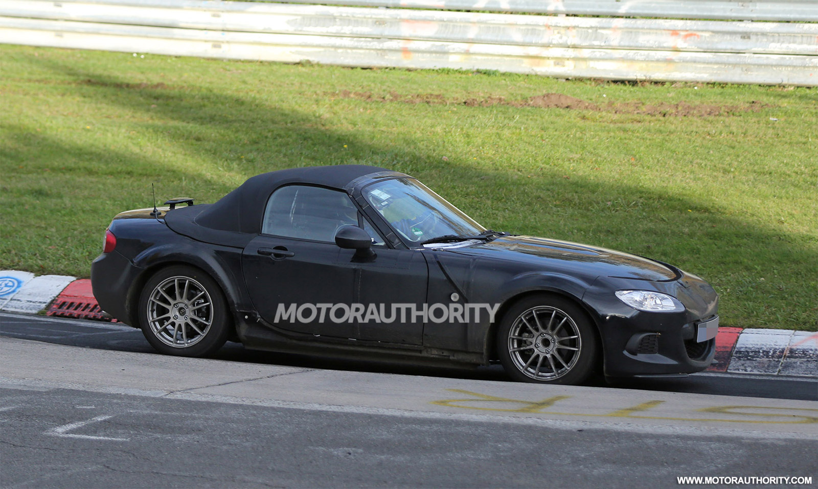 mazda may show next gen mx 5 chassis at new york auto show. Black Bedroom Furniture Sets. Home Design Ideas