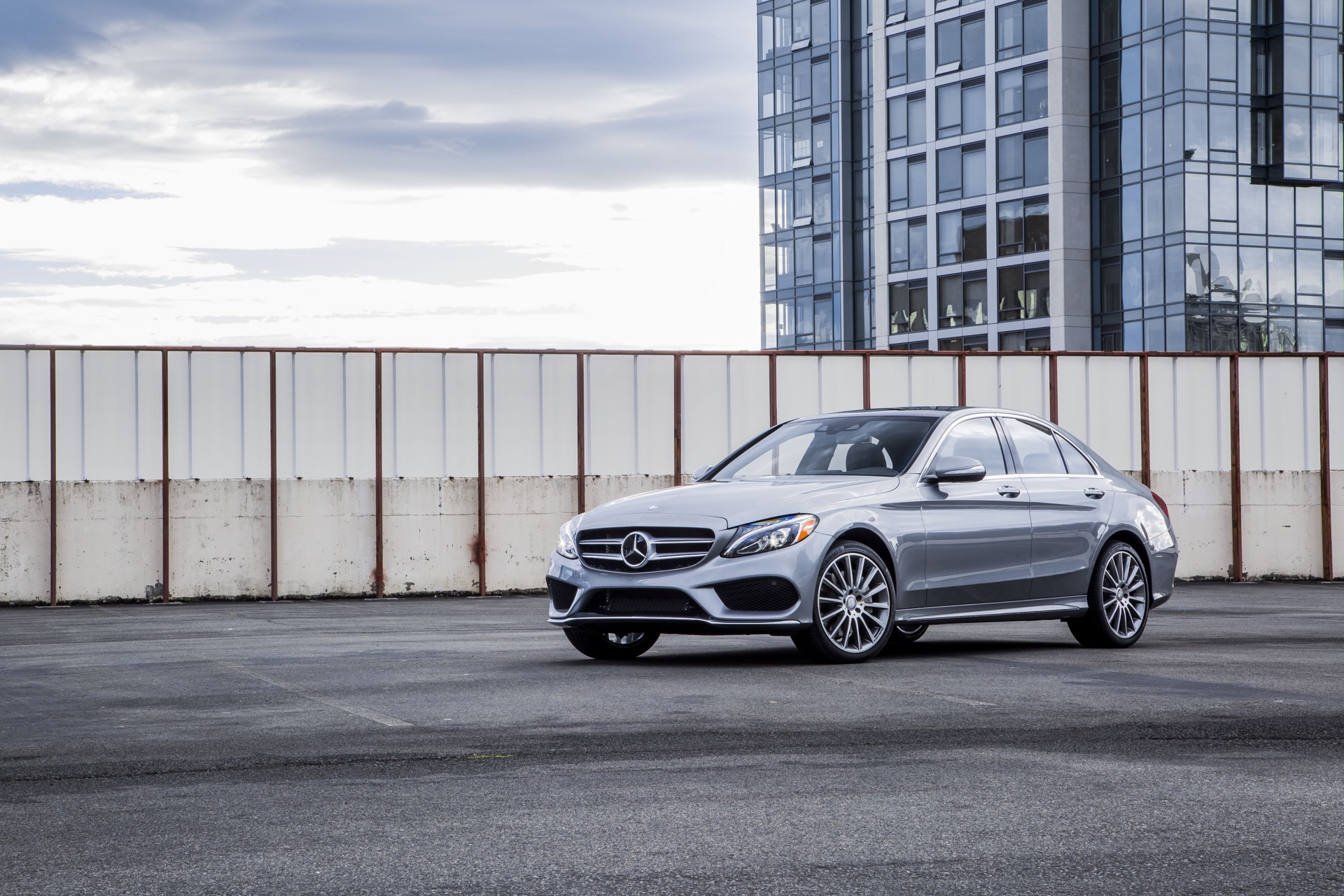 Mercedes takes out 2015 world luxury and performance car for New 2015 mercedes benz c class