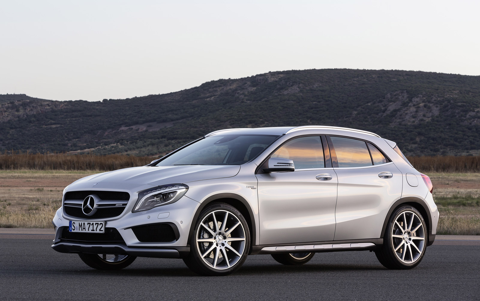 New and used mercedes benz gla class prices photos for Price of a new mercedes benz