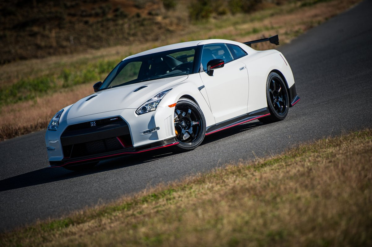2015 nissan gt r nismo with n attack package tested at fuji speedway video. Black Bedroom Furniture Sets. Home Design Ideas