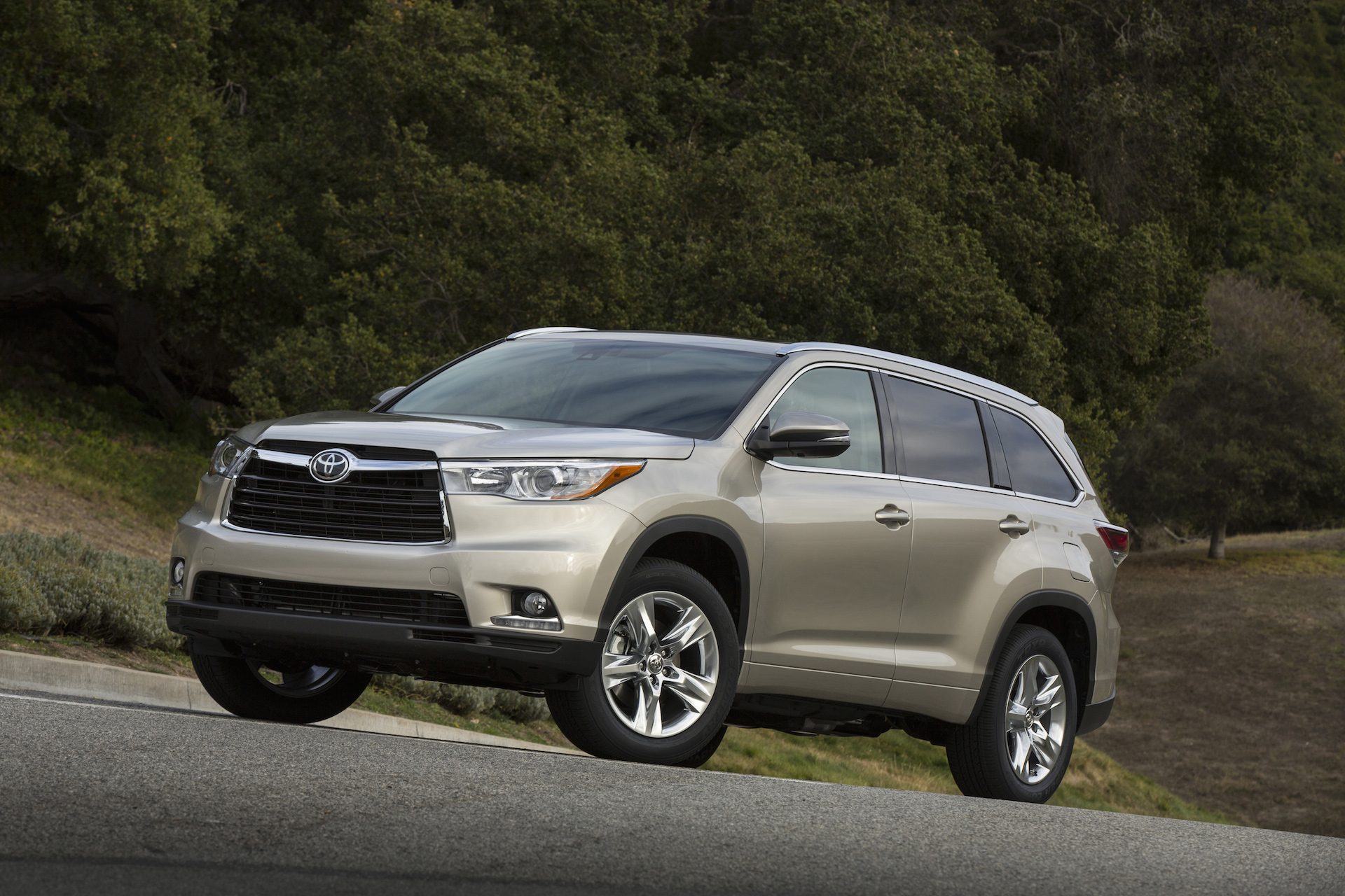 2015 toyota highlander review ratings specs prices and photos the car connection. Black Bedroom Furniture Sets. Home Design Ideas