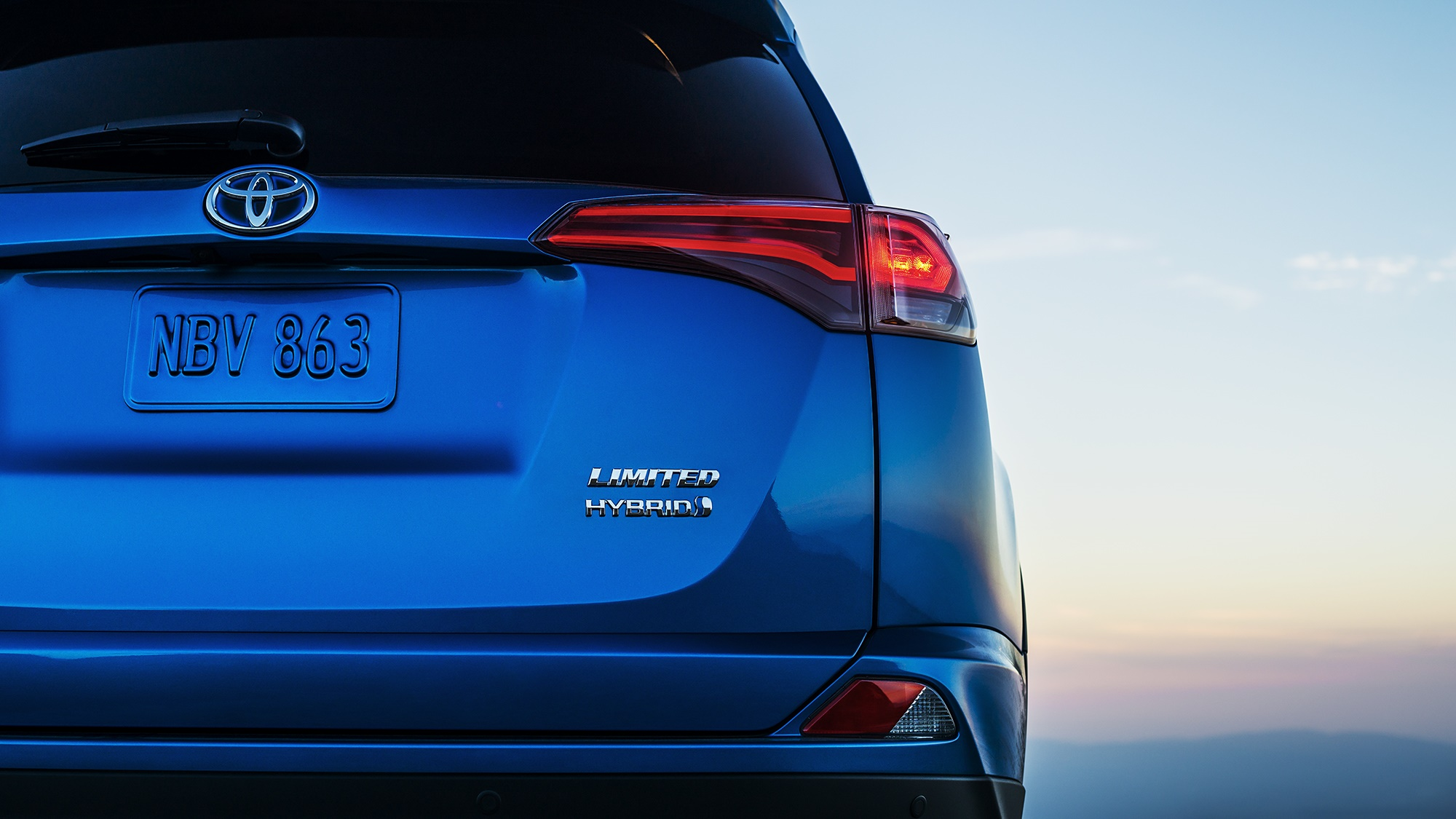 2016 toyota rav4 hybrid to launch at new york auto show. Black Bedroom Furniture Sets. Home Design Ideas