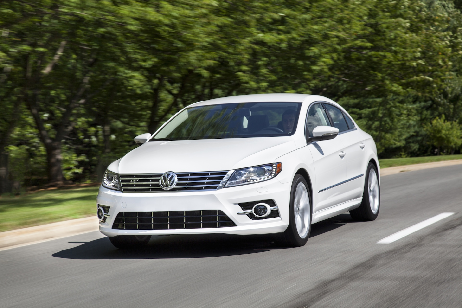 2015 volkswagen cc vw features review the car connection. Black Bedroom Furniture Sets. Home Design Ideas