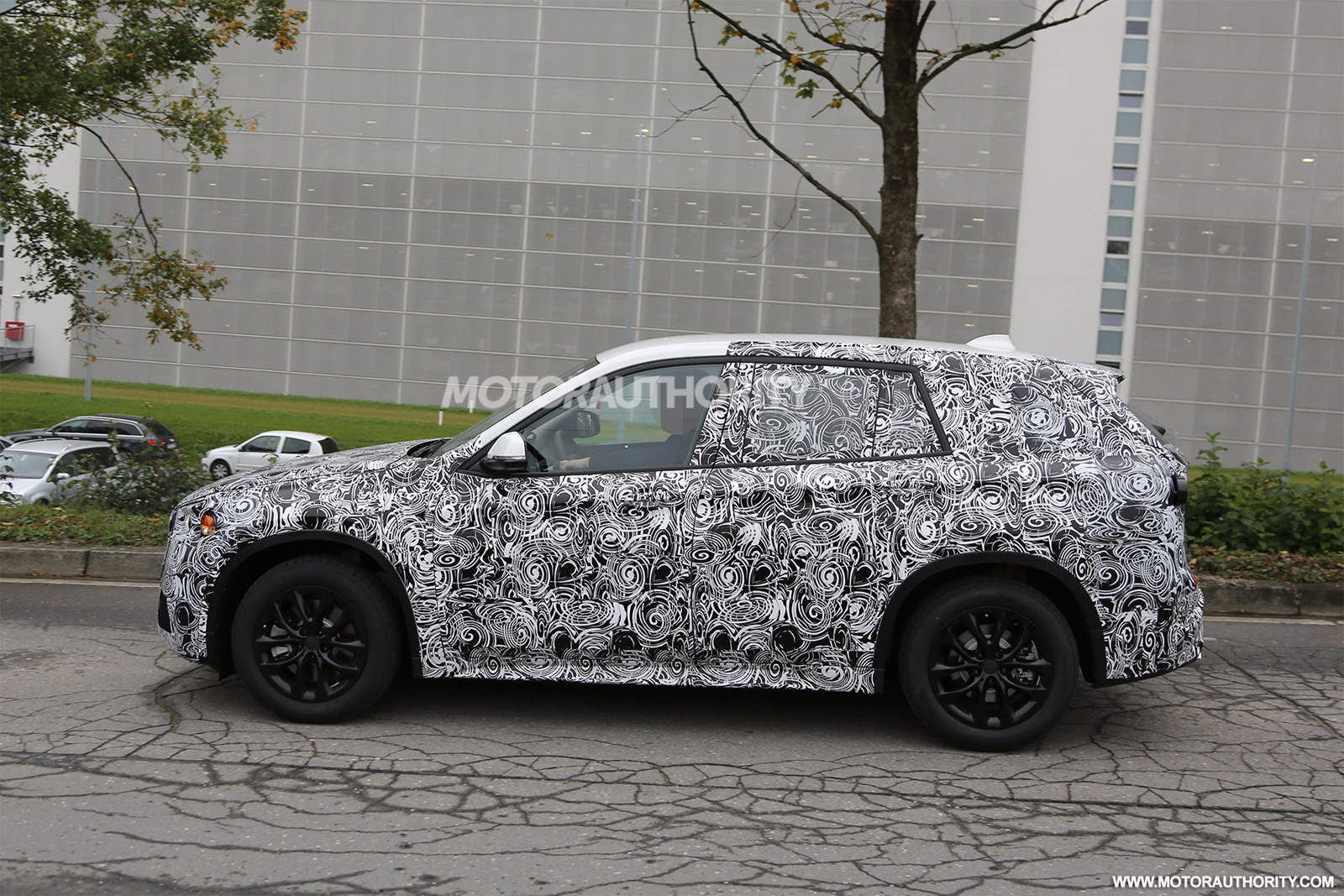 2016-bmw-x1-spy-shots_100442934_h.jpg