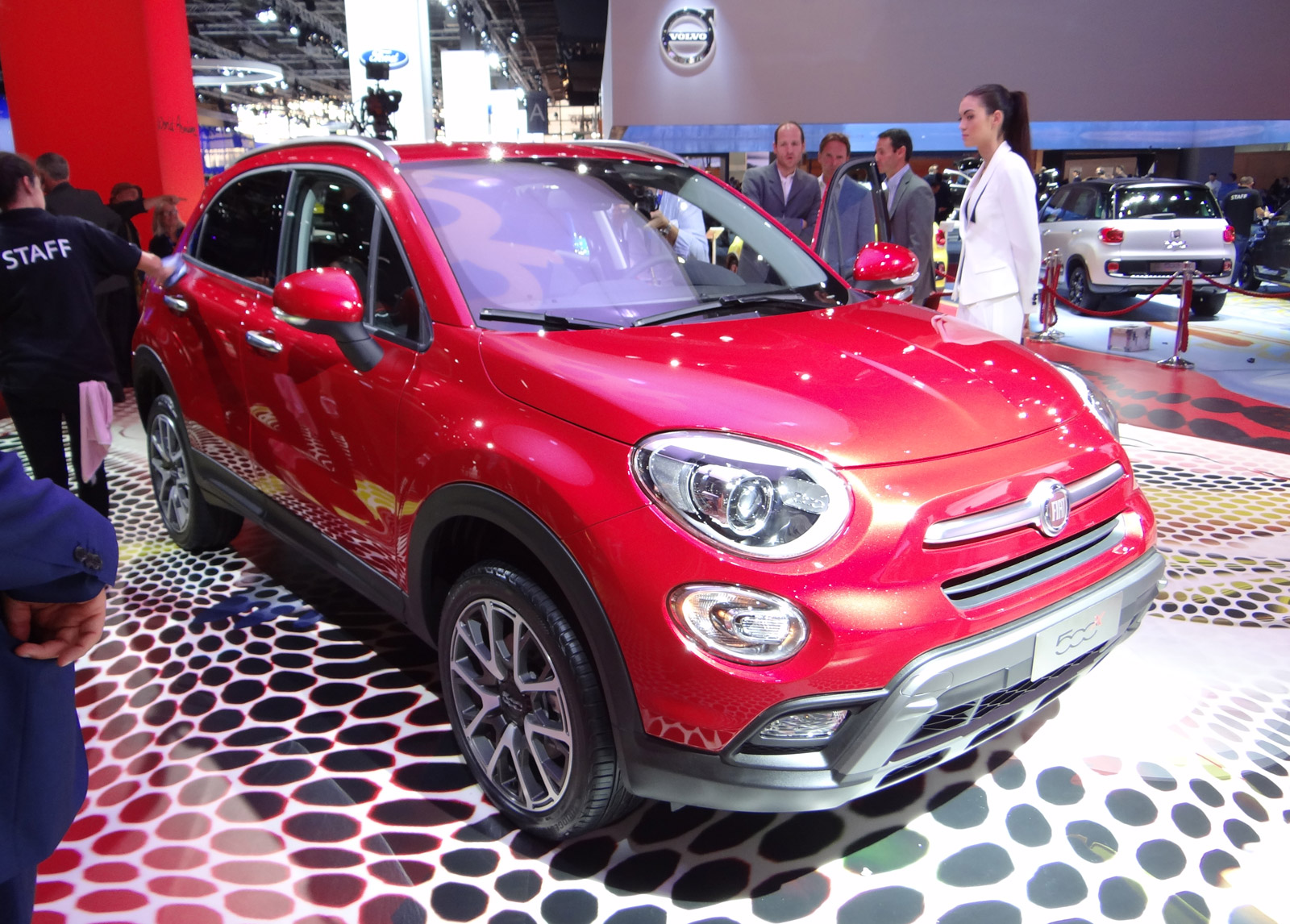 2016 fiat 500x unveiled at 2014 paris auto show live photos. Black Bedroom Furniture Sets. Home Design Ideas