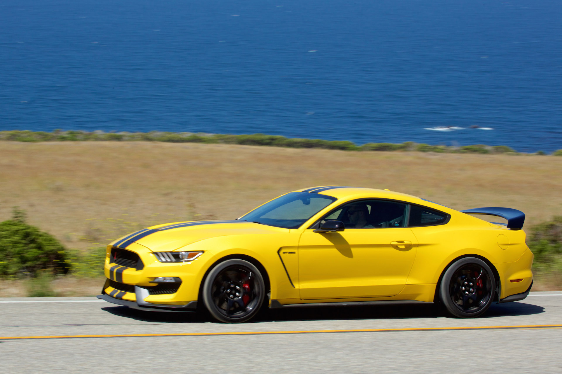 Ford Mustang Vs Bmw 4 Series Compare Cars