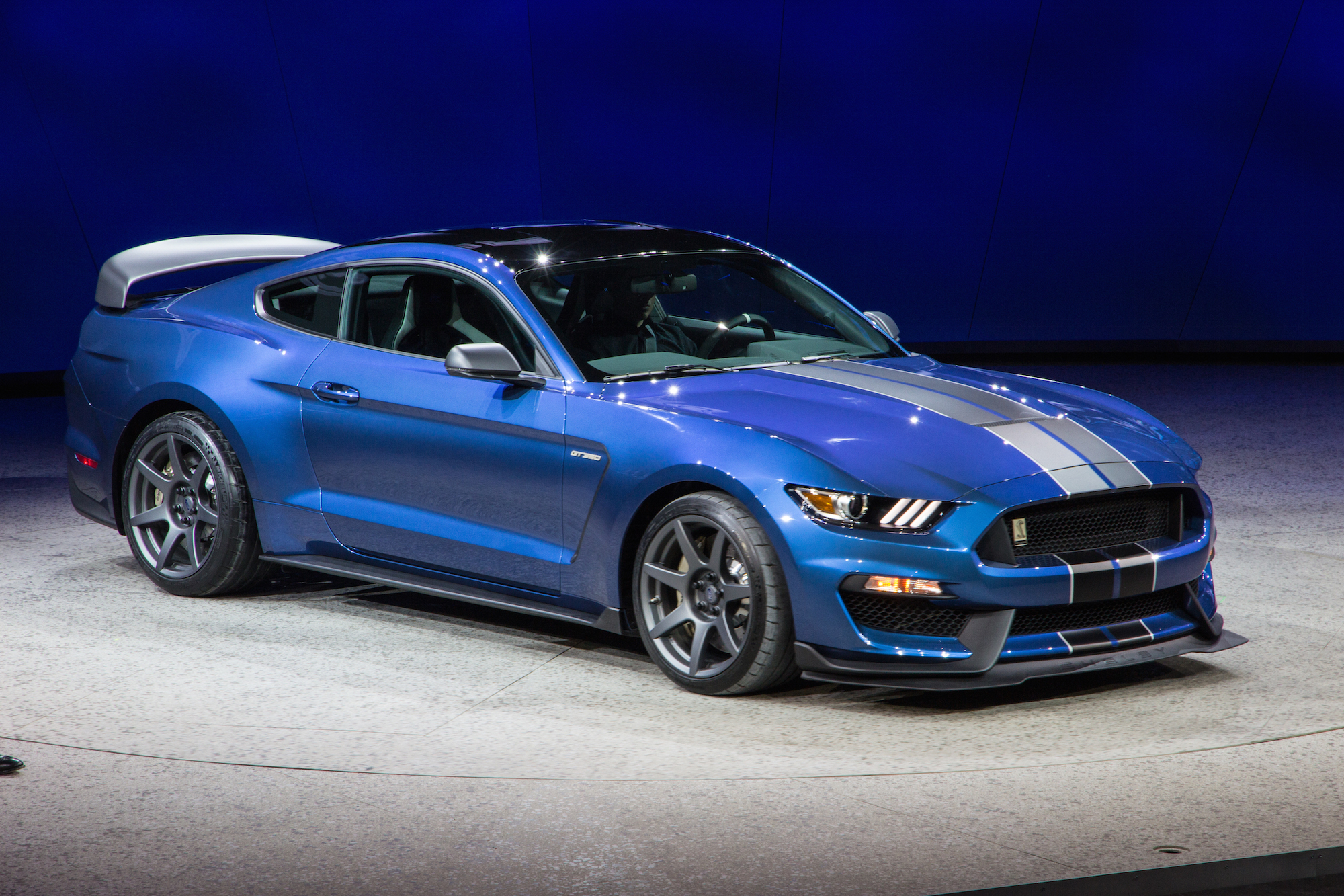 2016 Ford Mustang Shelby Gt350r Is A Track Honed Hooligan