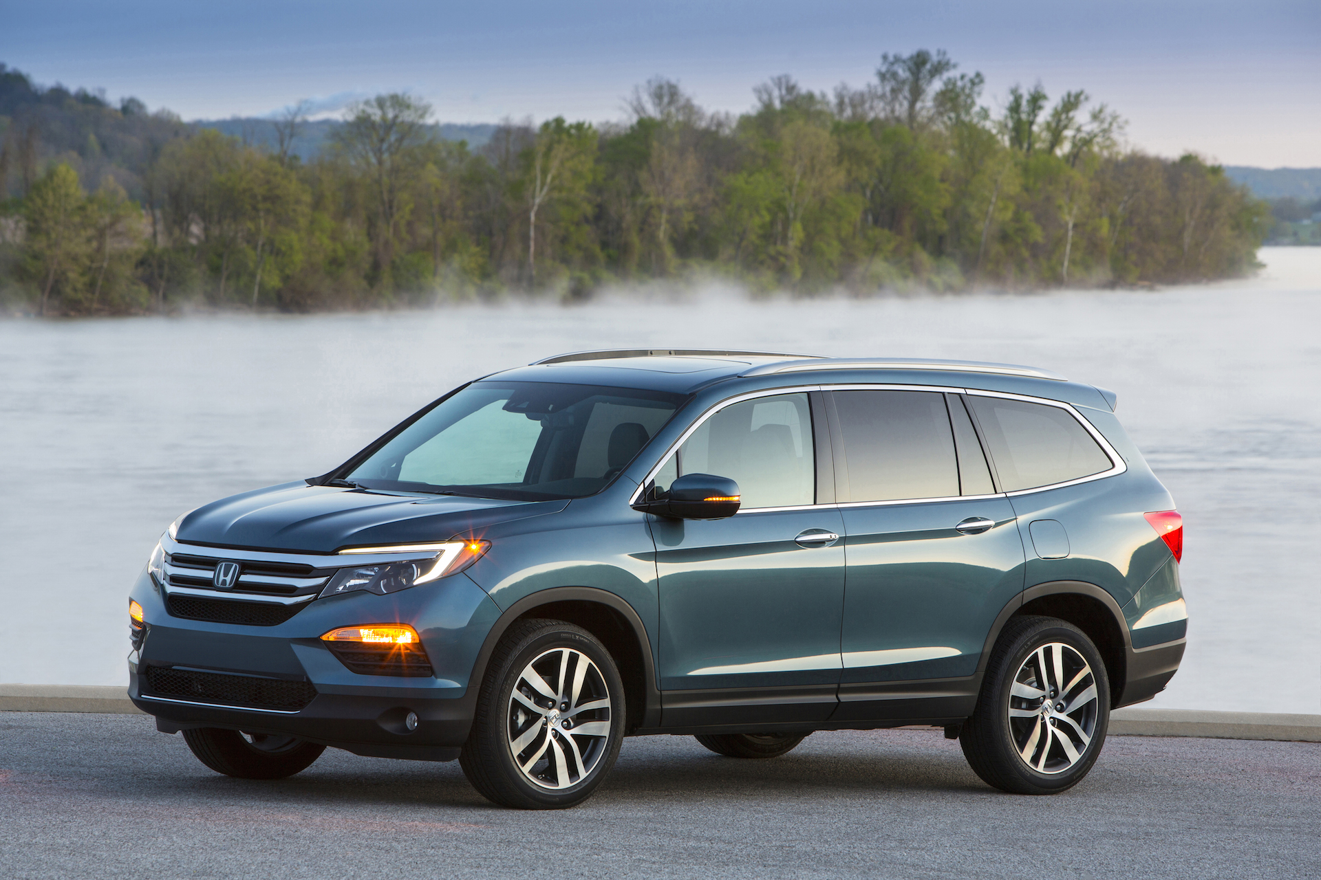 Honda pilot vs toyota highlander compare cars for Honda pilot images