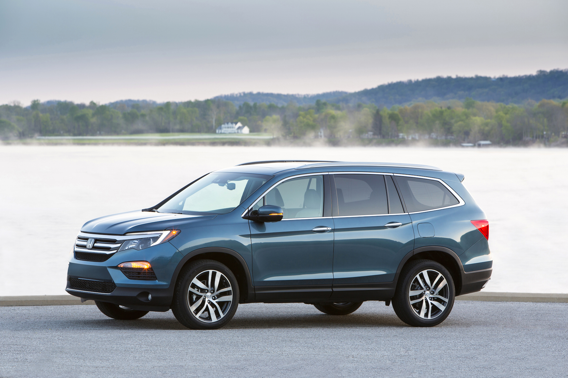 2016 honda pilot review ratings specs prices and. Black Bedroom Furniture Sets. Home Design Ideas