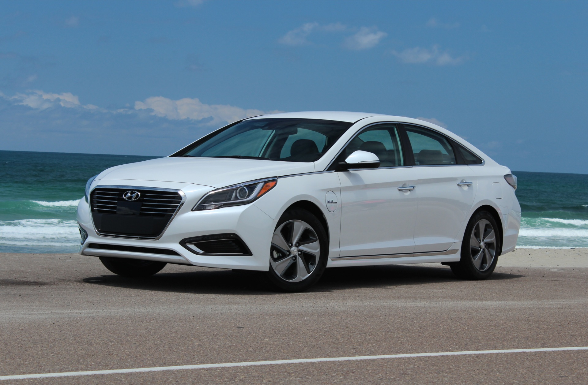 2016 hyundai sonata features review the car connection. Black Bedroom Furniture Sets. Home Design Ideas