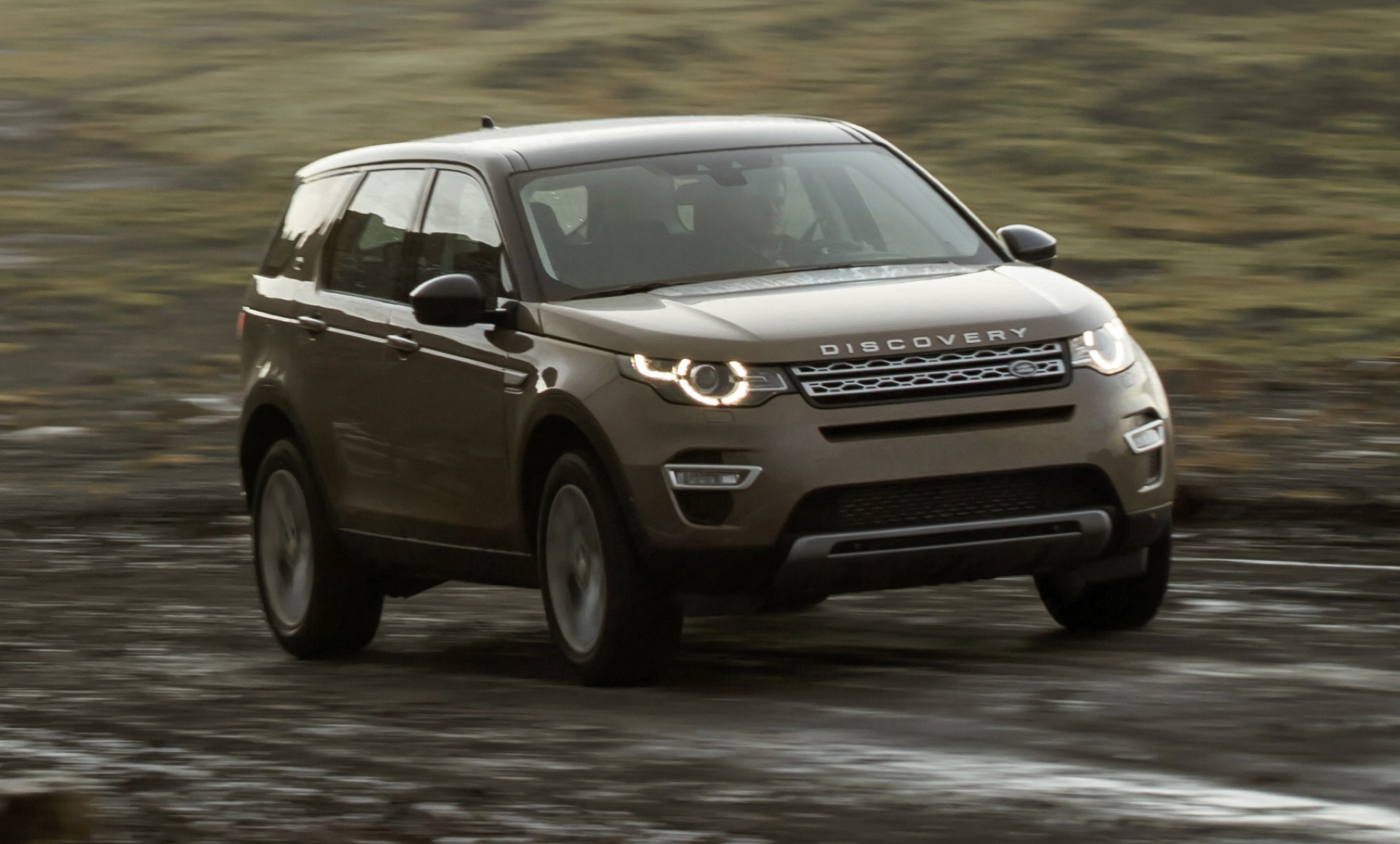 2016 land rover discovery sport review ratings specs. Black Bedroom Furniture Sets. Home Design Ideas
