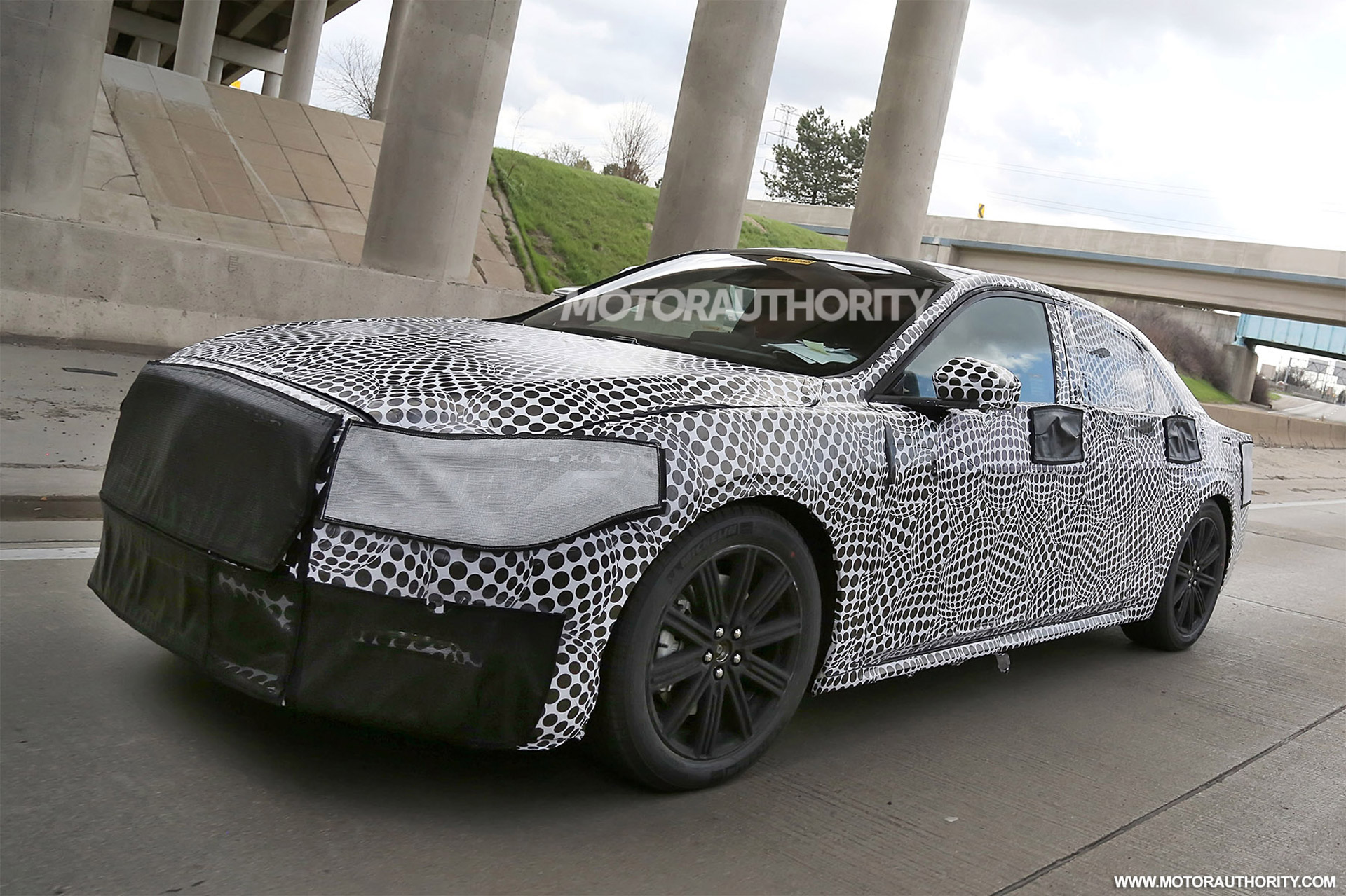 2016 - [Lincoln] Continental 2016-lincoln-continental-spy-shots--image-via-s-baldauf-sb-medien_100508895_h