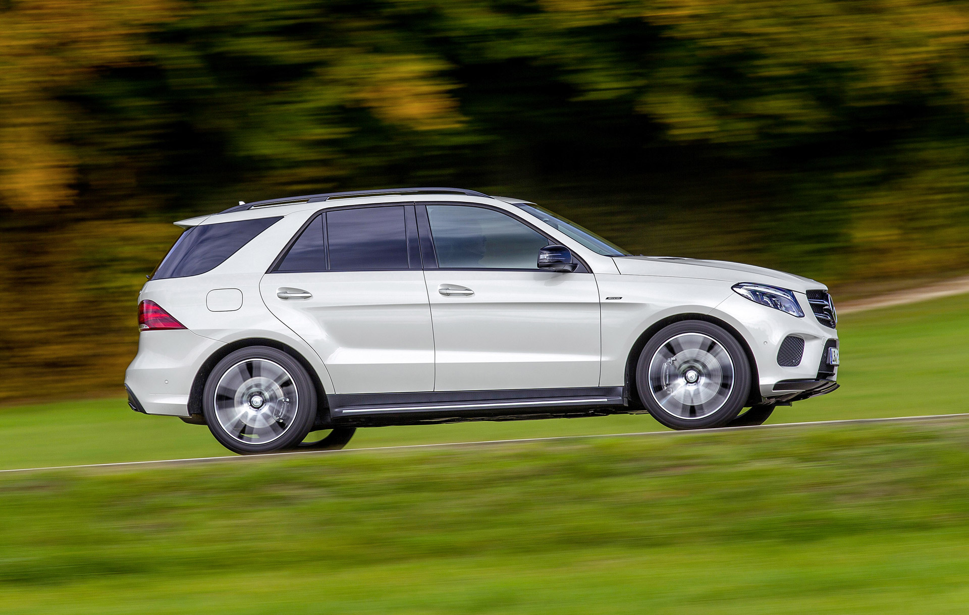 2016 mercedes gle450 amg tesla autopilot volvo s new compacts car news headlines. Black Bedroom Furniture Sets. Home Design Ideas