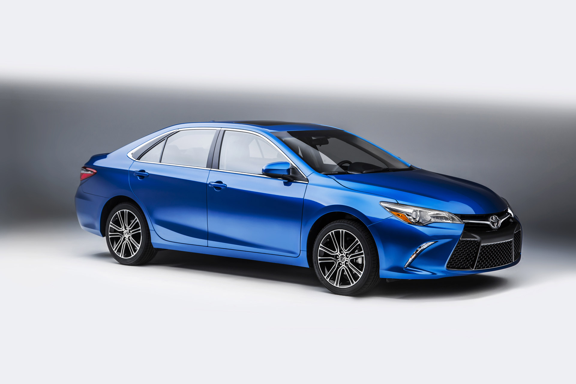 2016 Toyota Camry Features Review The Car Connection