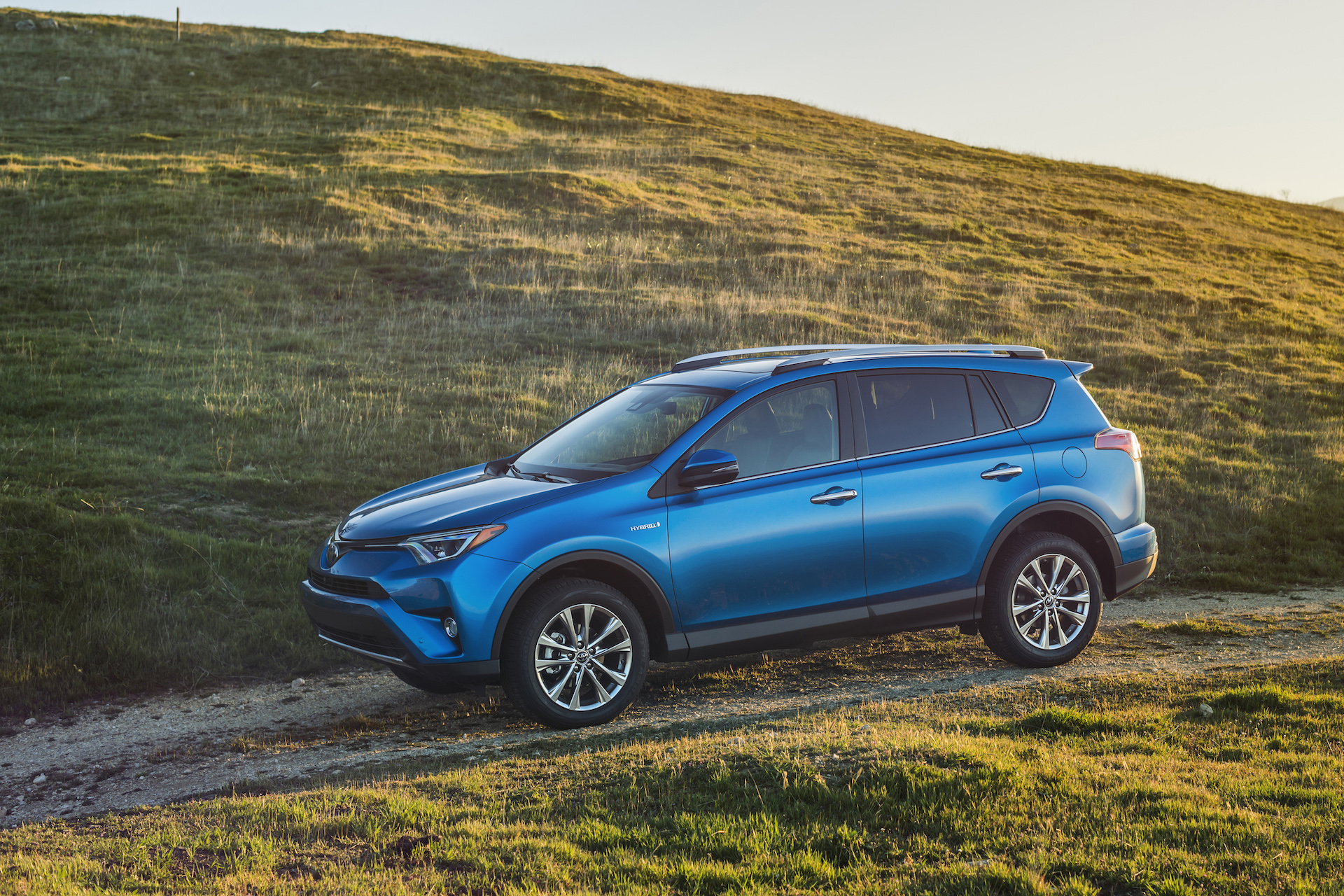 2016 toyota rav4 review ratings specs prices and photos the car connection. Black Bedroom Furniture Sets. Home Design Ideas