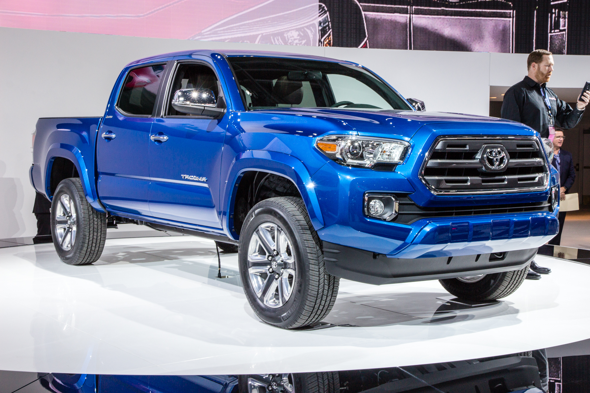 2016 toyota tacoma video. Black Bedroom Furniture Sets. Home Design Ideas