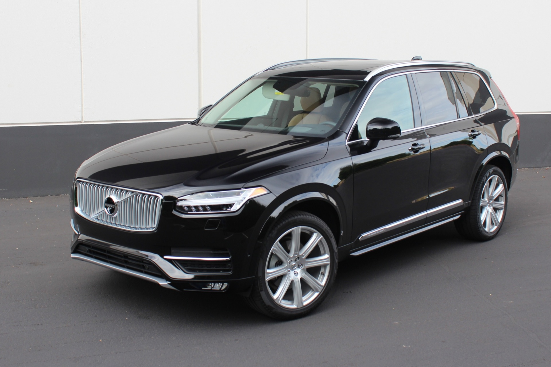 2016 volvo xc90 features review the car connection. Black Bedroom Furniture Sets. Home Design Ideas