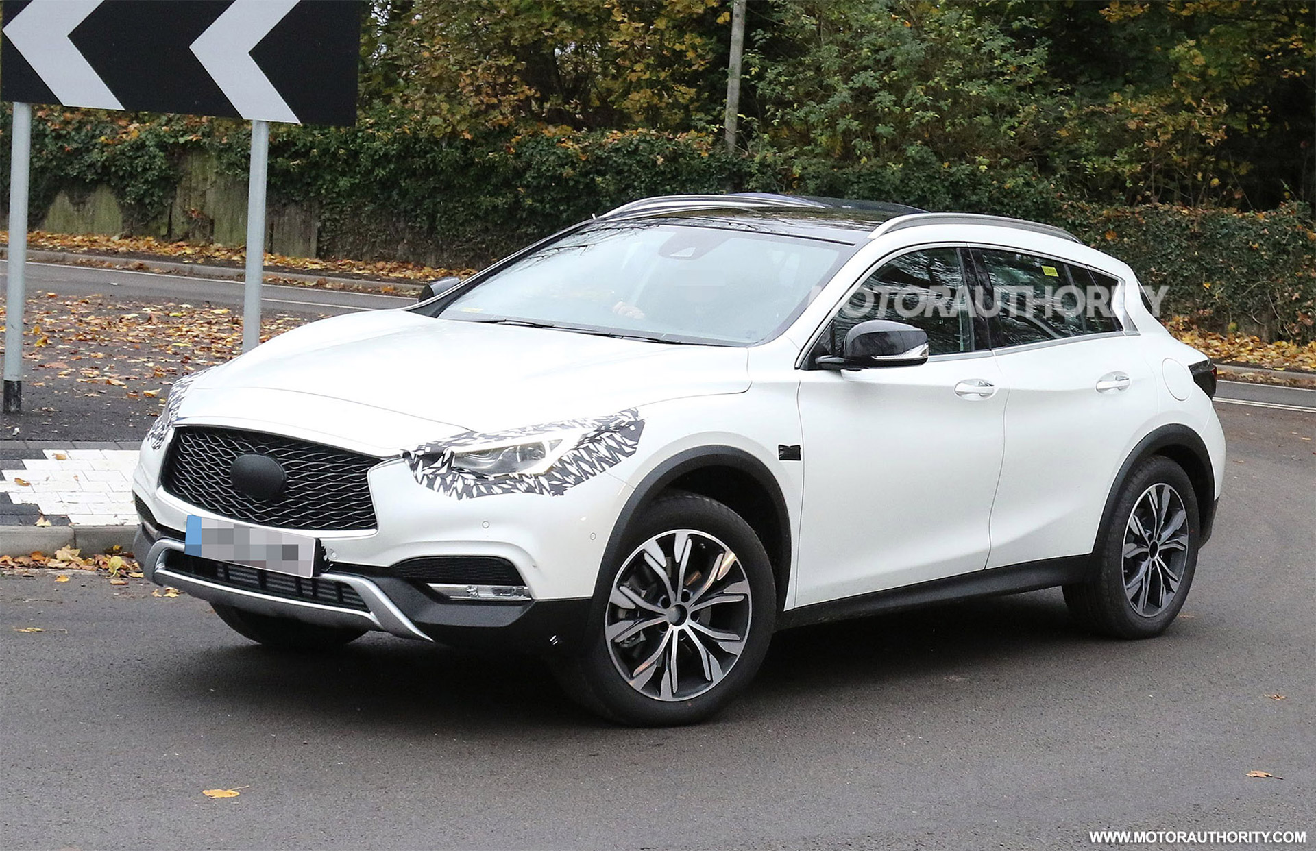 2017 infiniti qx30 spied almost completely undisguised. Black Bedroom Furniture Sets. Home Design Ideas