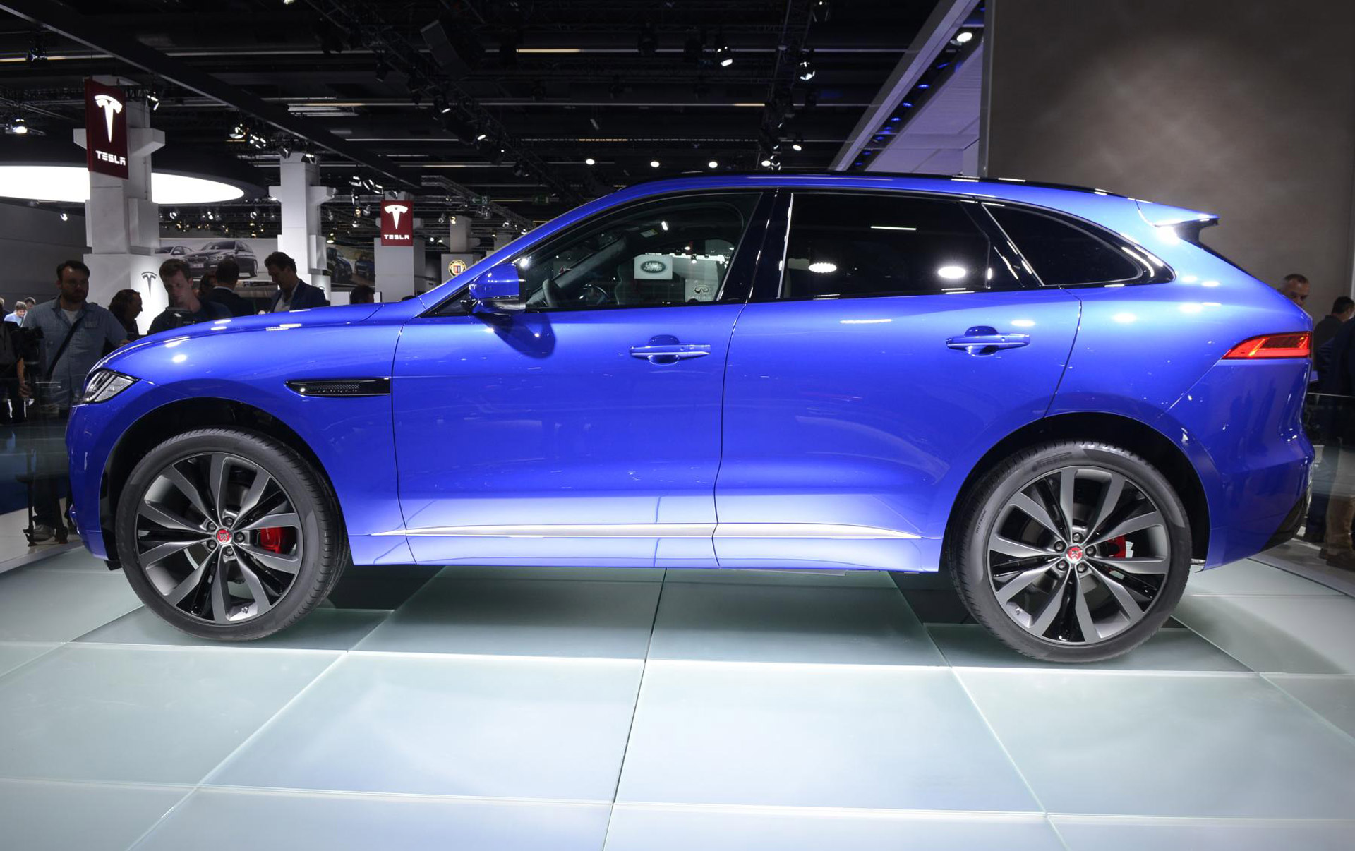 2017 jaguar f pace preview video. Black Bedroom Furniture Sets. Home Design Ideas