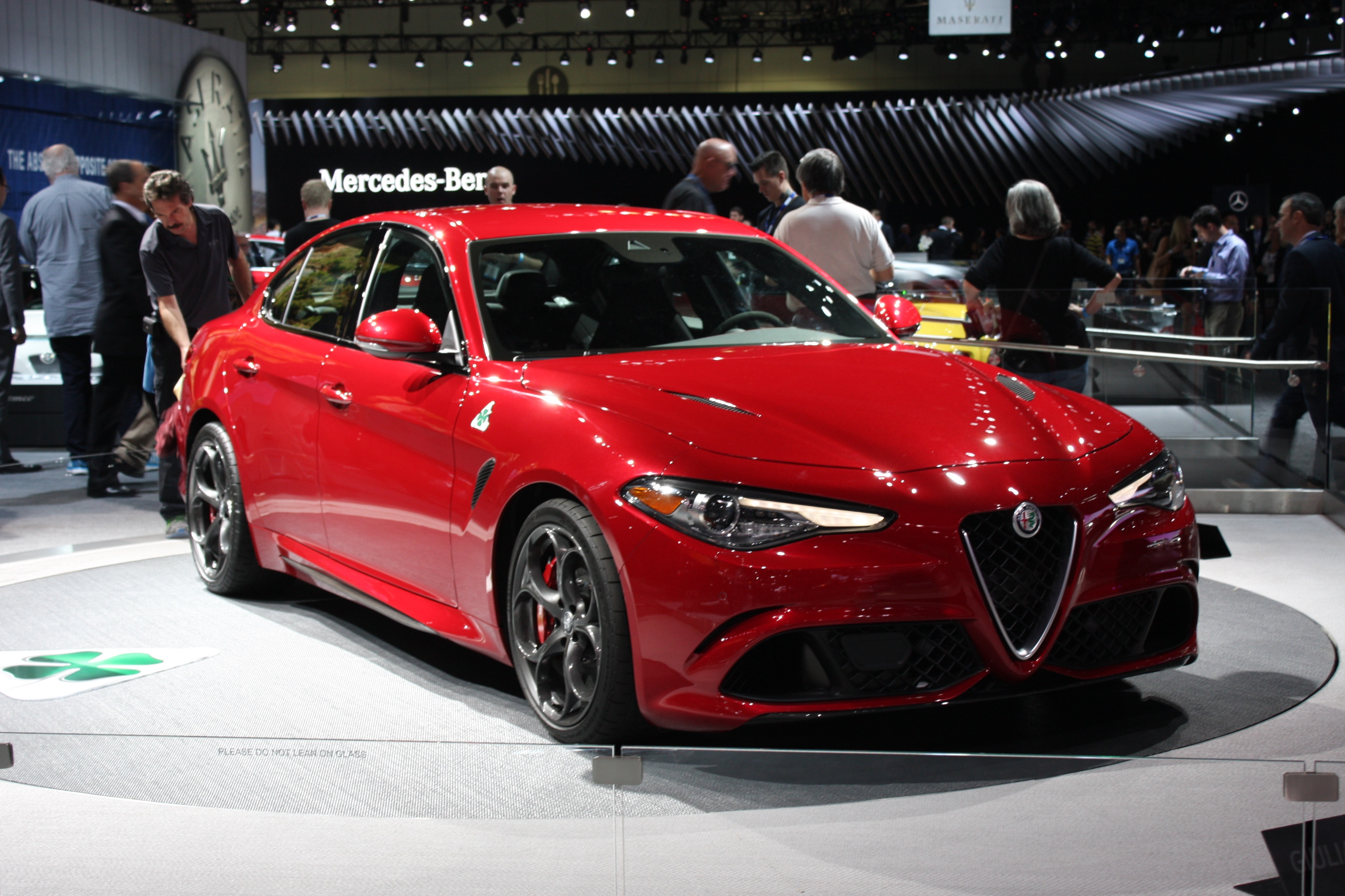 2017 alfa romeo giulia first u s specs live photos and video. Black Bedroom Furniture Sets. Home Design Ideas
