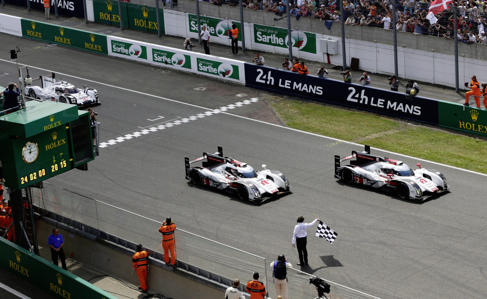one two finish for audi at le mans after porsche toyota suffer woes. Black Bedroom Furniture Sets. Home Design Ideas